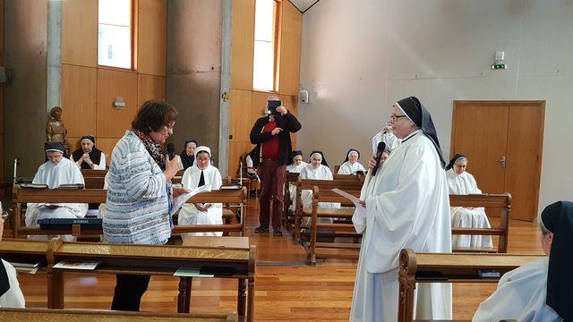 Voeu d'oblature de Marie-Claude devant la prieure de la communauté