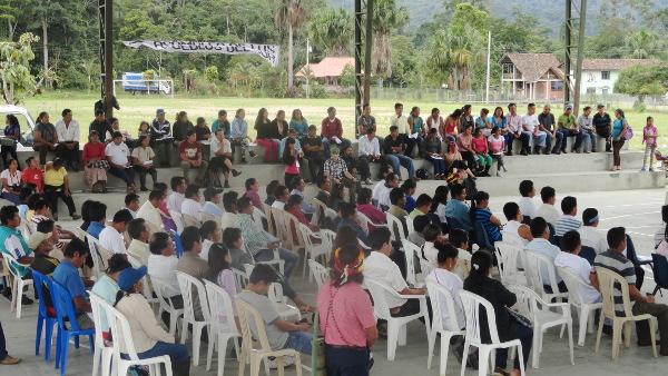 Asamblea de defensores en Bomboiza