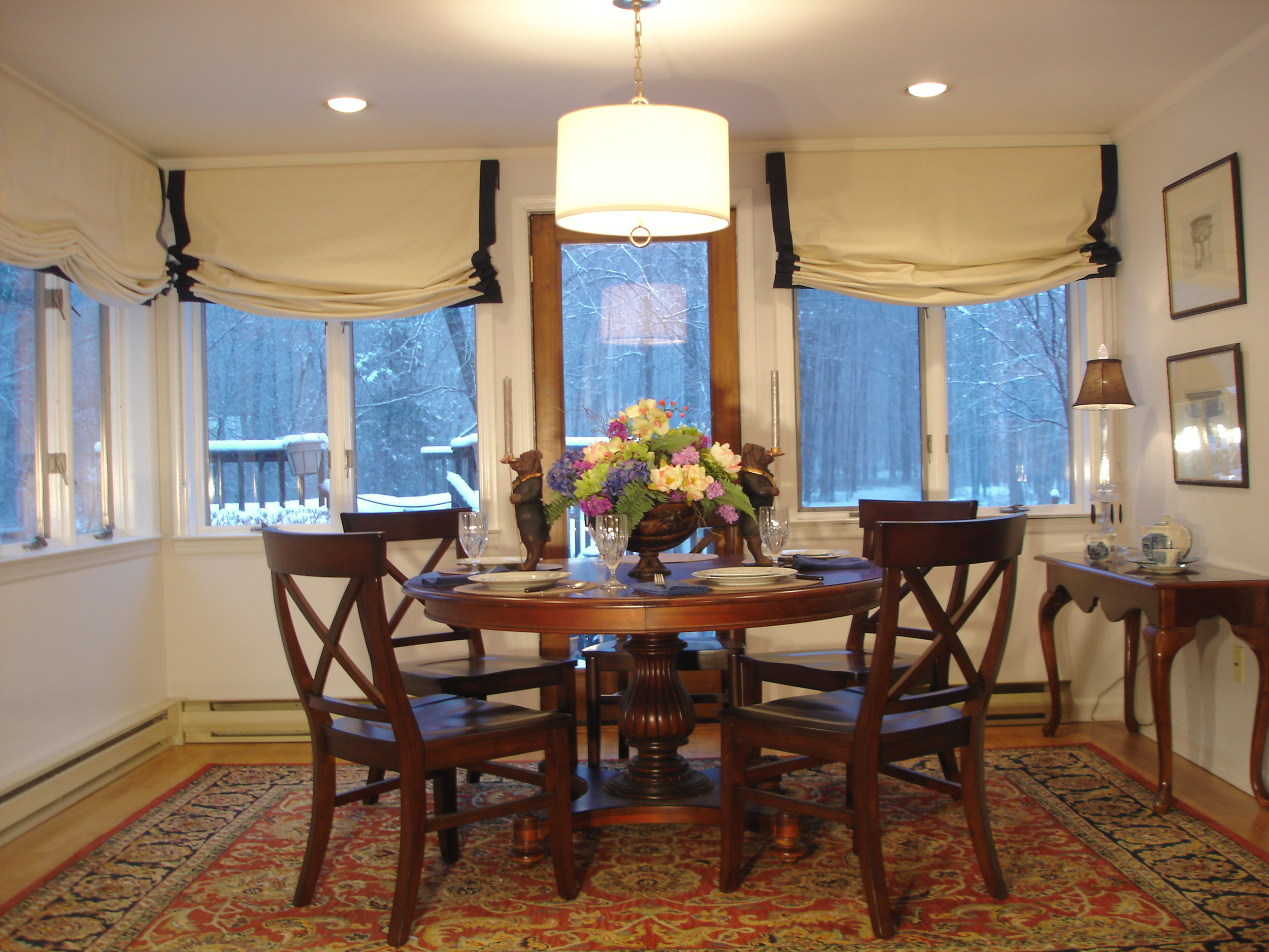 dining room web pic021.JPG