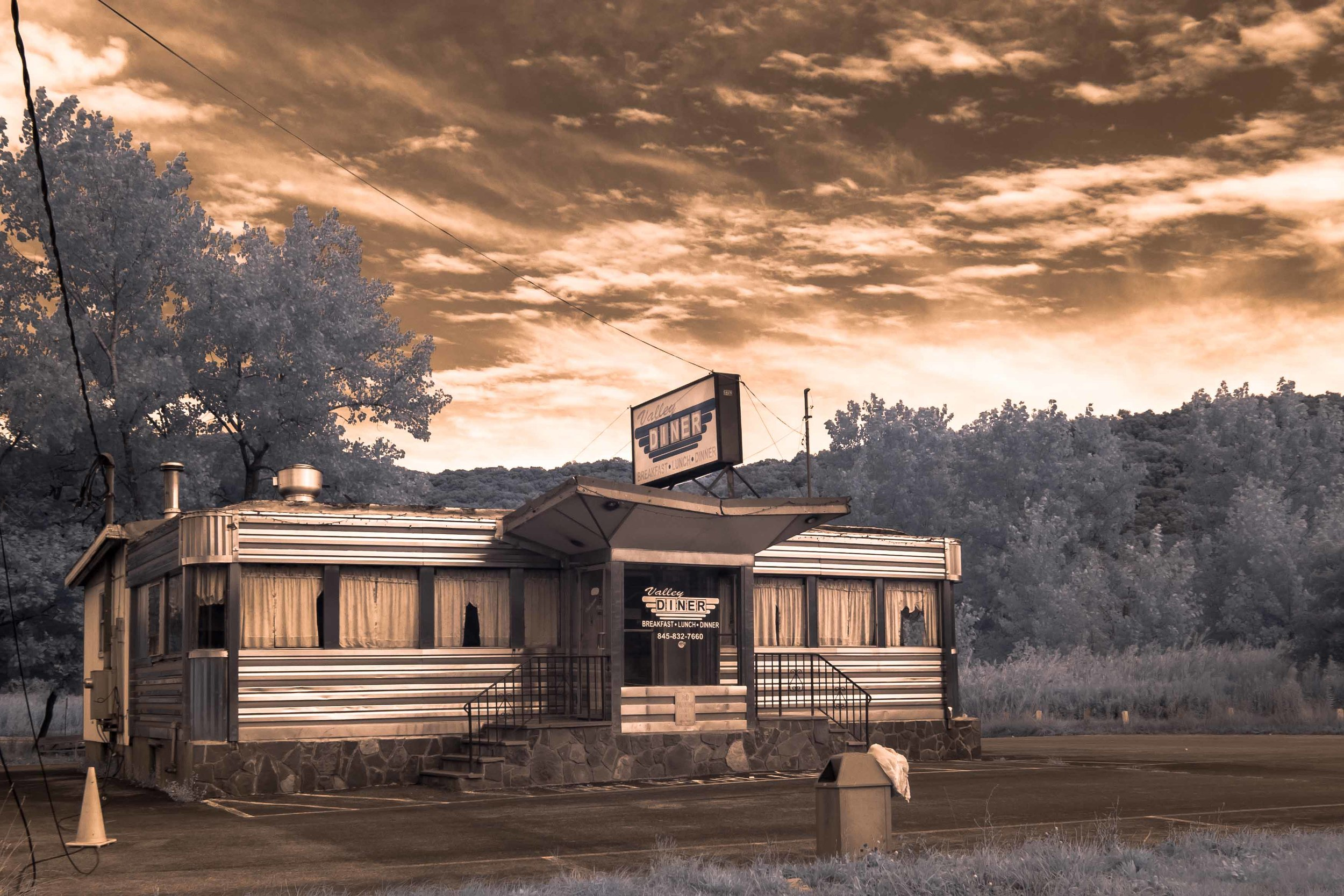 Diner in the Valley... 6451.jpg