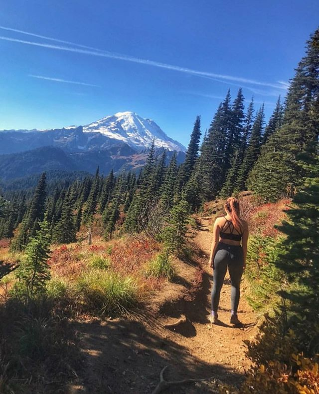 Just another mountain Monday. Wish it was Sunday. ———————————————————— 📷: @katiepnwanders ———————————————————— #girlganghikersclub #travelwashington #pnw #pnwdiscovered #womenwhoexplore #pnwonderland #washingtonexplored #sheexplores #theNWadventure #herpnwlife #likeamountaingirl  #wildernessbabes #mountaingirls #radgirlslife #girlsborntotravel #nwc #womeninthewild #womenempowerment #outdoorphotography #instagram #womenwhoexplore #womenwhohike #womenwhoexplorewashington
