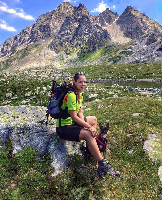 Love is a four legged word. ———————————————— 📷: @pasnina ——————————————————————— #girlganghikersclub #switzerland🇨🇭 #exploremore #womenwhoexplore #sheexplores #likeamountaingirl  #wildernessbabes #mountaingirls #radgirlslife #girlsborntotravel #womeninthewild #womenempowerment #outdoorphotography #instagram #womenwhoexplore #womenwhohike #exploremore #adventurewomen  #worldtravelpics #travelgram #mountain_world #instagram