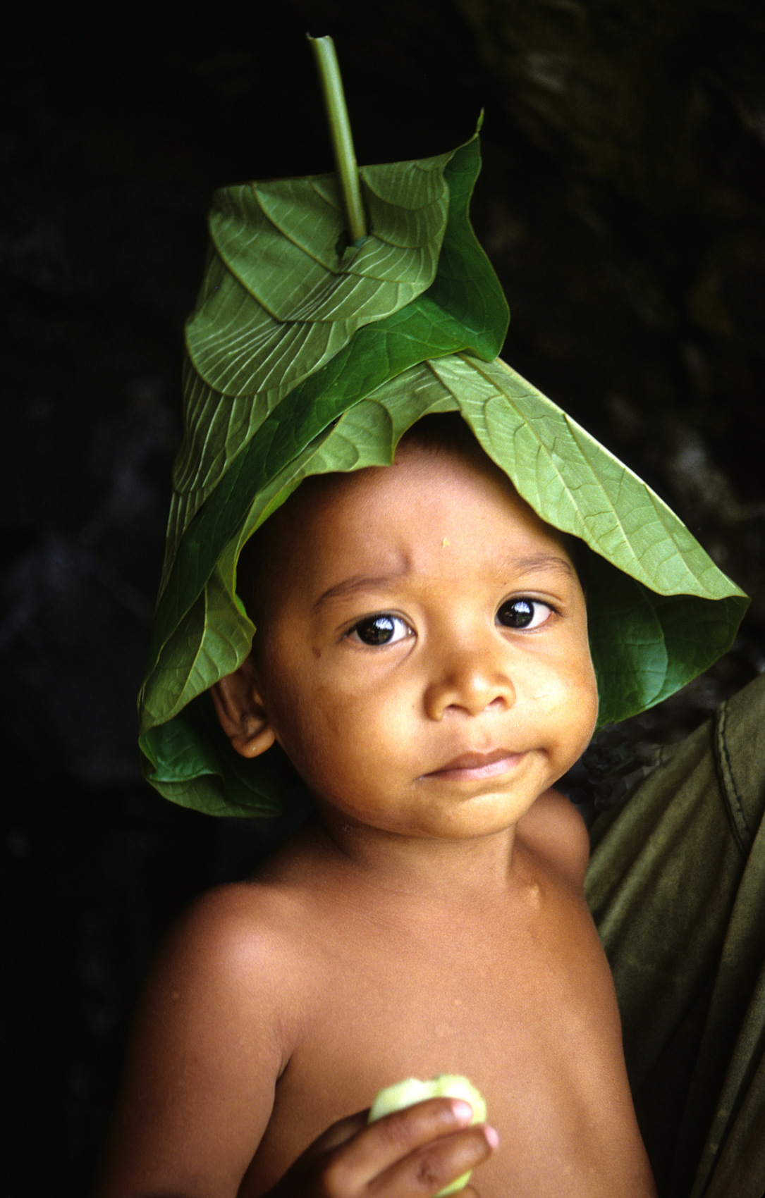Banana leaf hat,  Truk