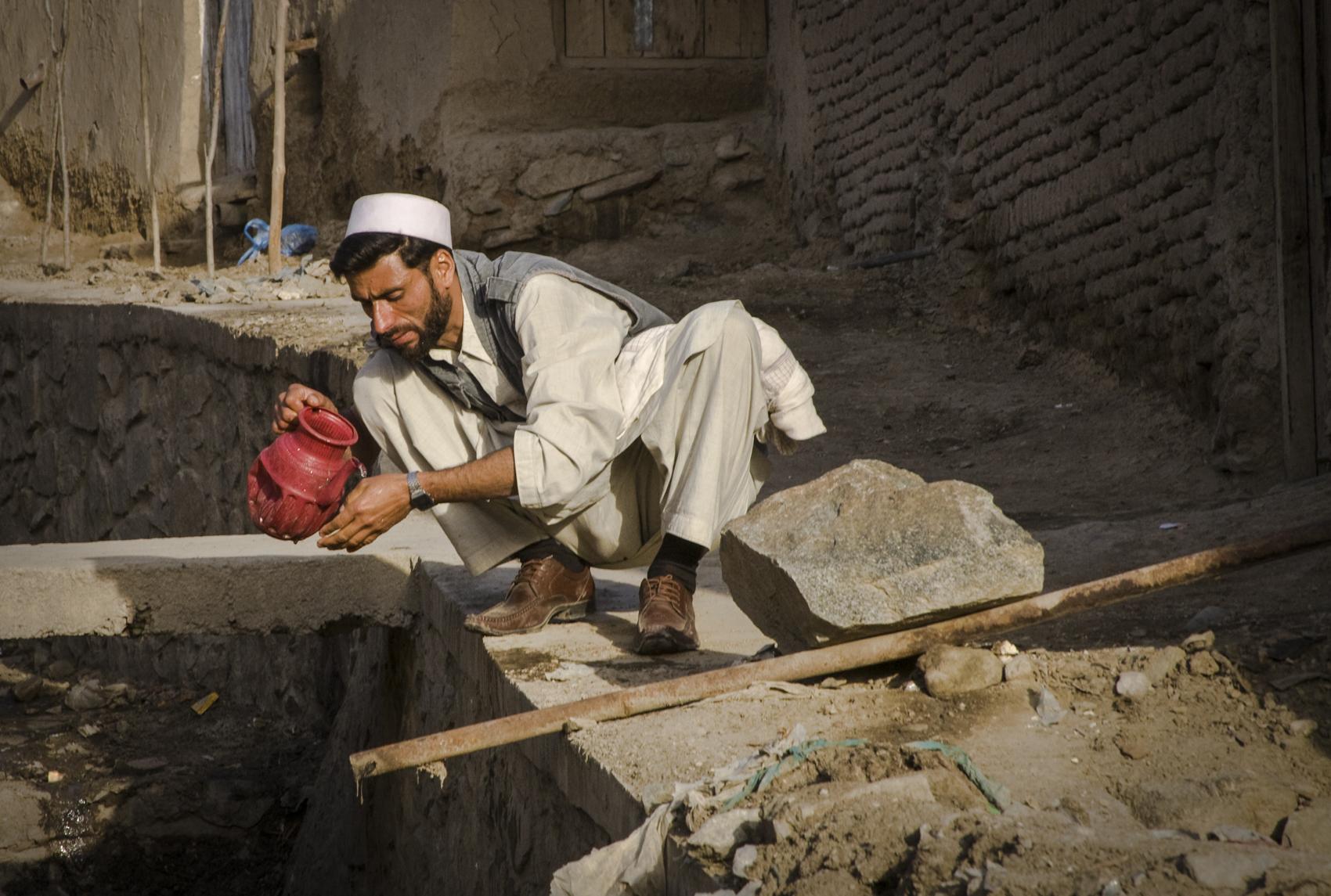 Using street water, Kabul