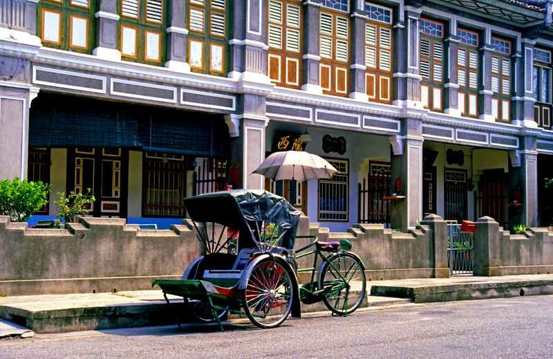 Trishaw in front of shop houses
