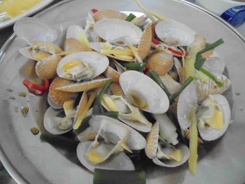 Local clams in ginger