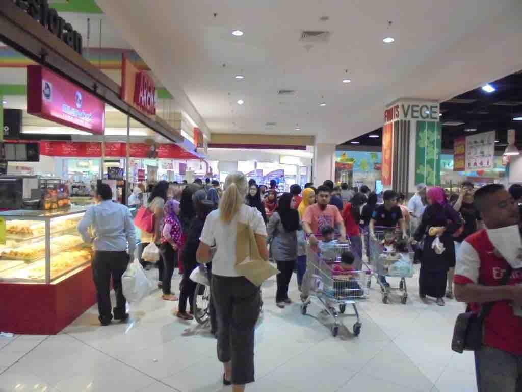 Sunday shoppers in Melaka