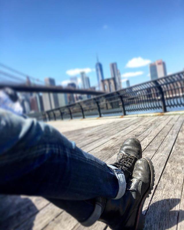 Friday Vibes Man, it's a beautiful day today. And it's Friday. And summer. And beautiful. And it's Friday. And... yeah, Friday Vibes 😎 . . . . . #feelslikefriday #fridayfeelings #fridayvibe #chillday #beautifuldaytoday #gooutsideandplay #nycskyline #brooklynbridgeview #viewfrombrooklyn #manhattanskyline #chippewa #chippewaboots #goodyearwelted #mensboots #workwearstyle #denimandboots #dumbobrooklyn