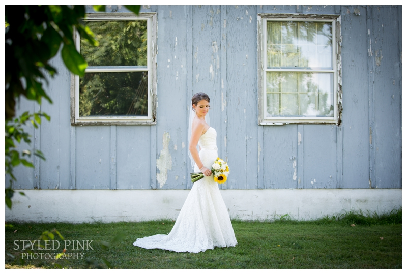 So in love with this gorgeous blue building we found on the grounds at Indian Spring Country Club, Paul and Katie are so in love and adorable together! Katie needs to get on the cover of a bridal magazine ASAP.