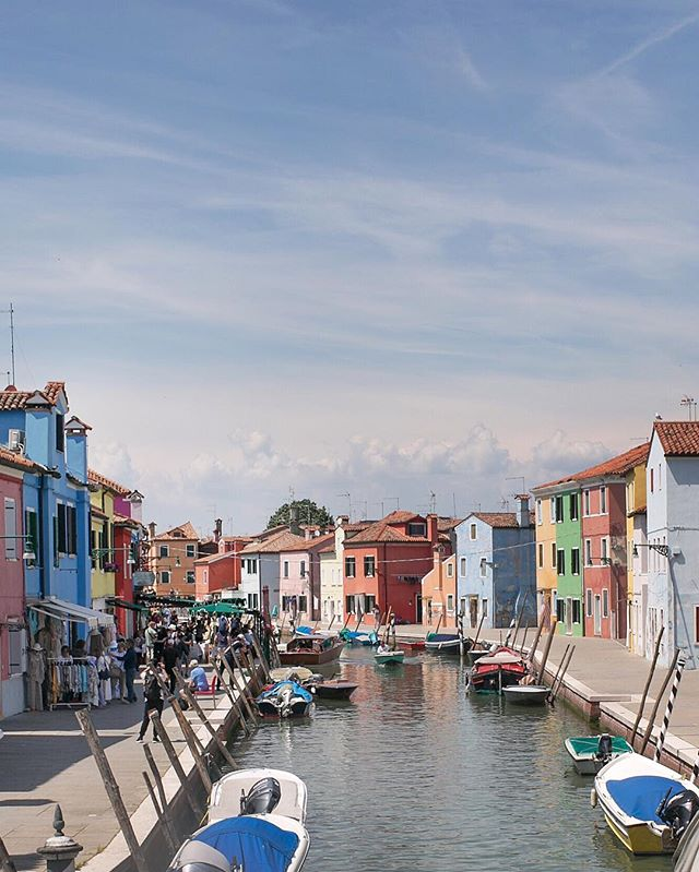 I was a kid in a candy store 🍭 Burano is so bright & beautiful #travelwithml