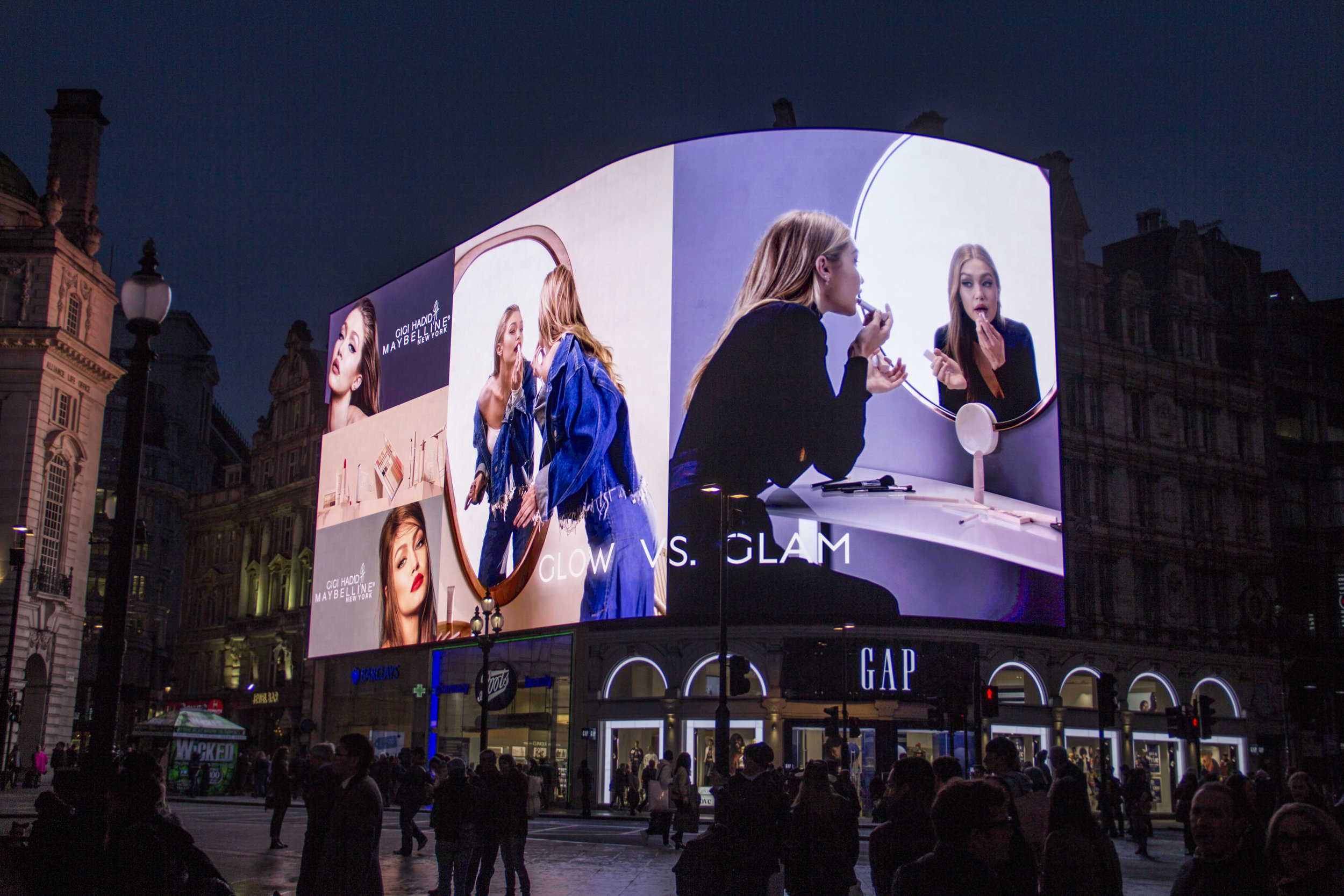 Gigi, Piccadilly Lights, Nov '17 9.JPG