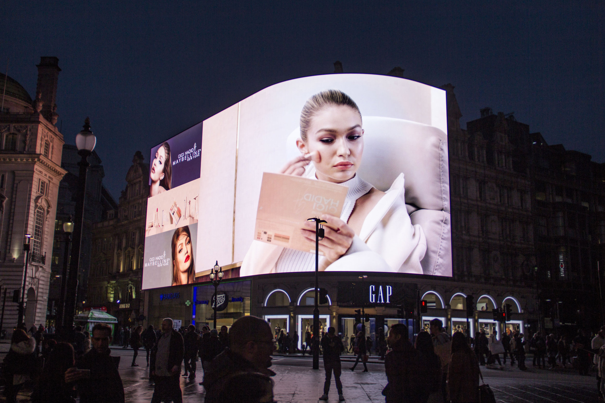 Gigi, Piccadilly Lights, Nov '17 12.JPG
