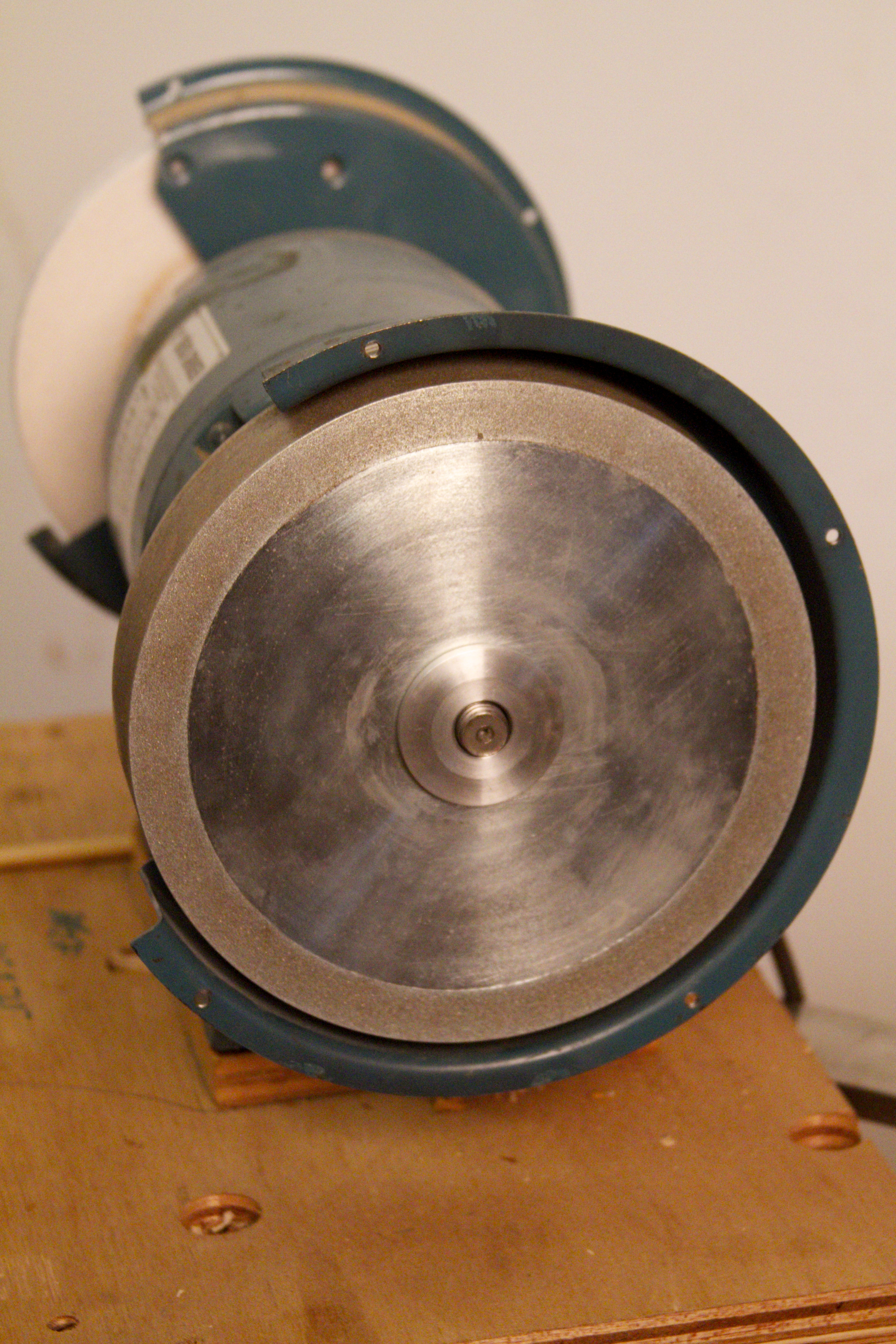1 1/2 inch wide Optigrind, mounted with side grind to the outside. Notice there is not much  shaft left to thread a nut onto