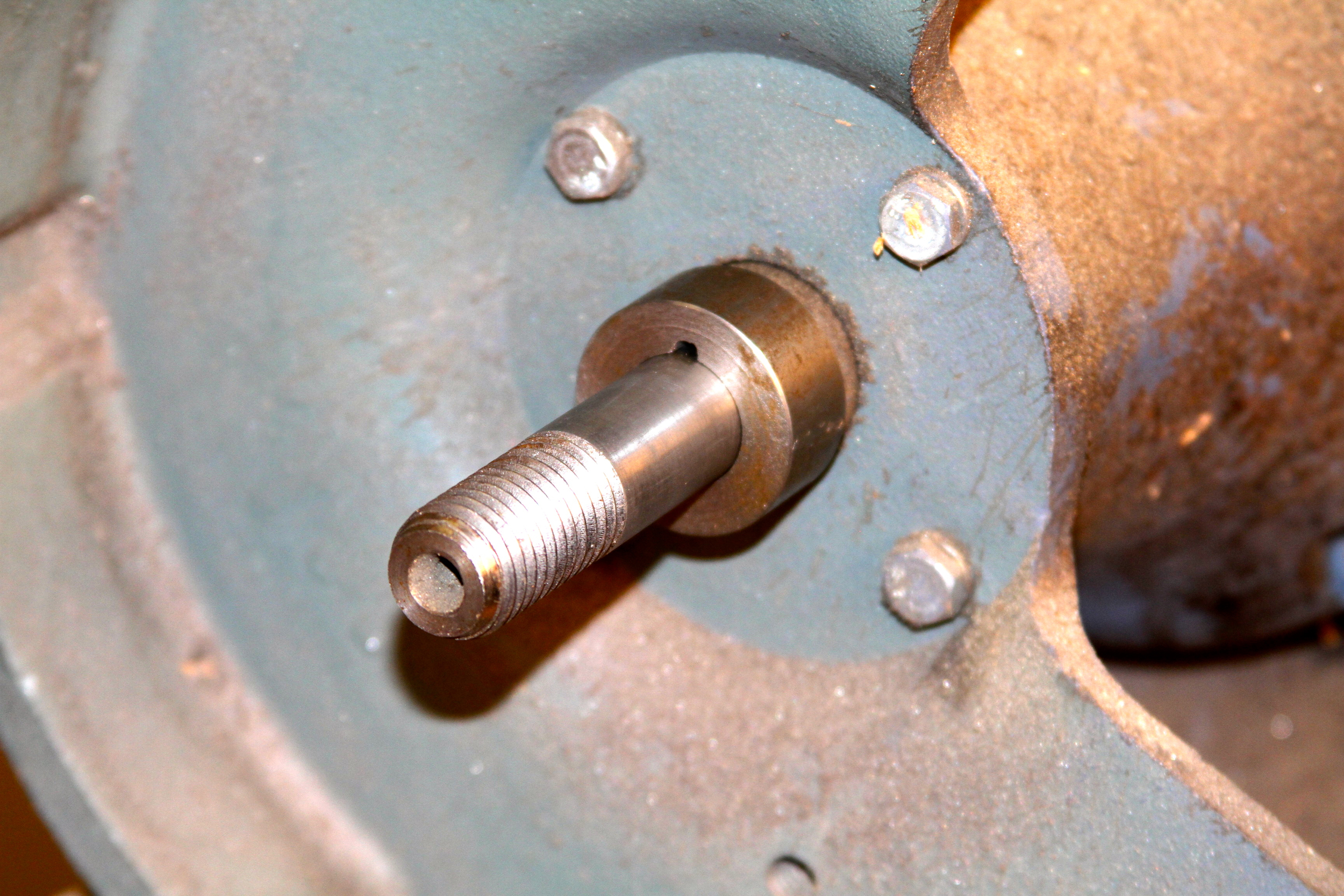 Machined washer with groove /keyway for fitting over the pin on the shaft