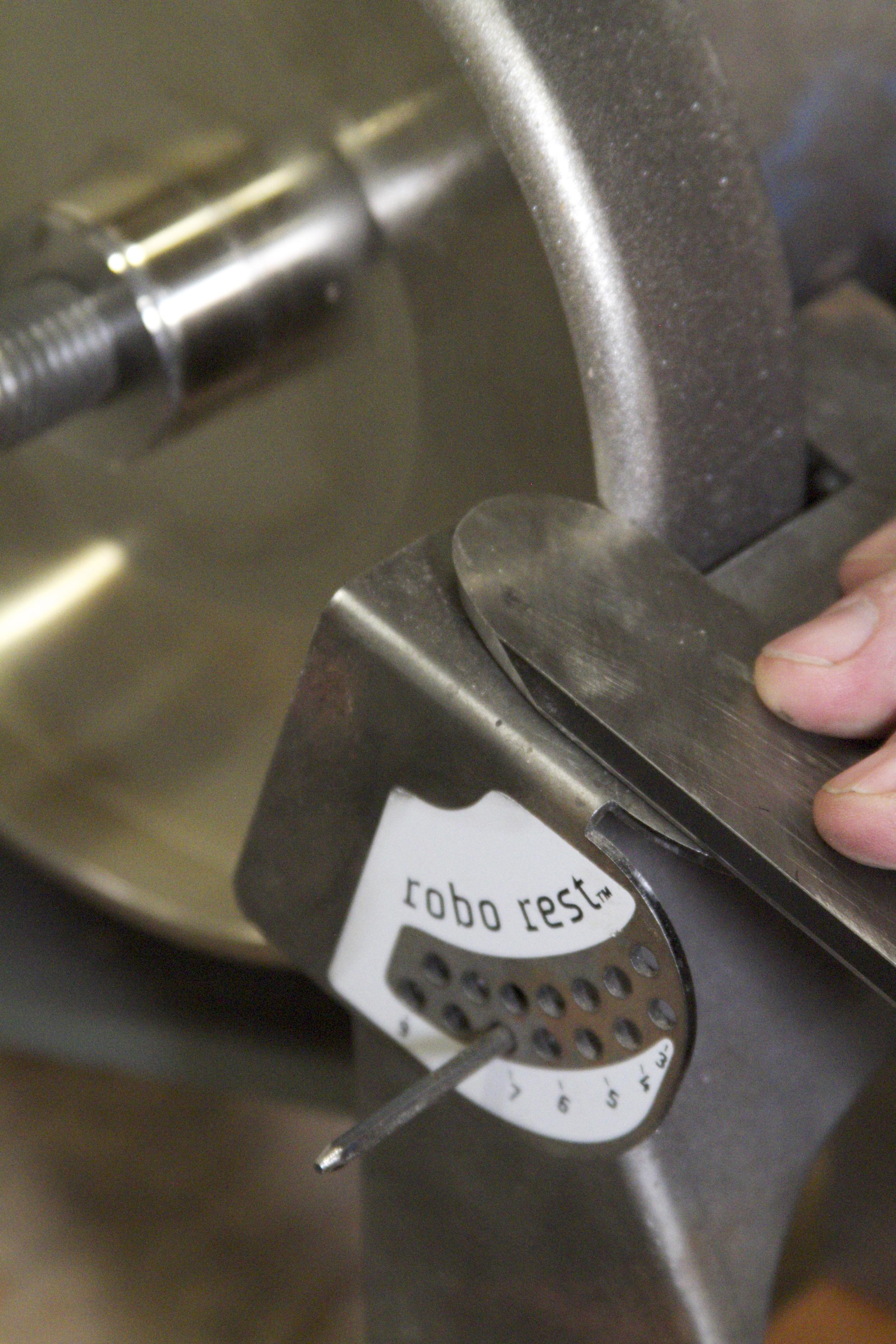 Sharpening a scraper with Radius edge D Way wheel