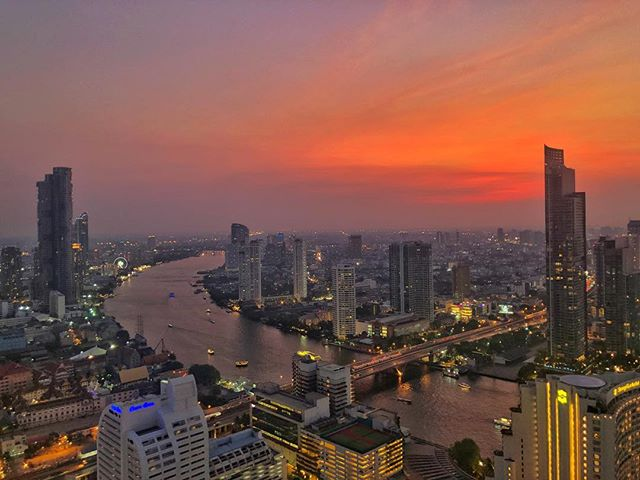 This never gets old. Thanks for the views and the unending champagne, @lebuahotelsresorts. #bangkok #sunset #lebua #lebuaskybar #frommersbestphoto #frommers #frommersthailand