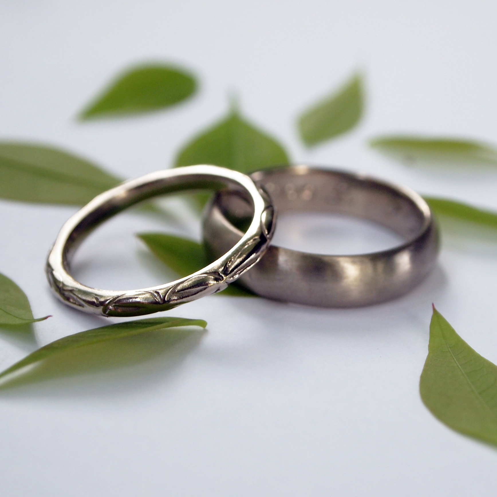 Leaves_palladiumwhitegold_weddingrings.jpg