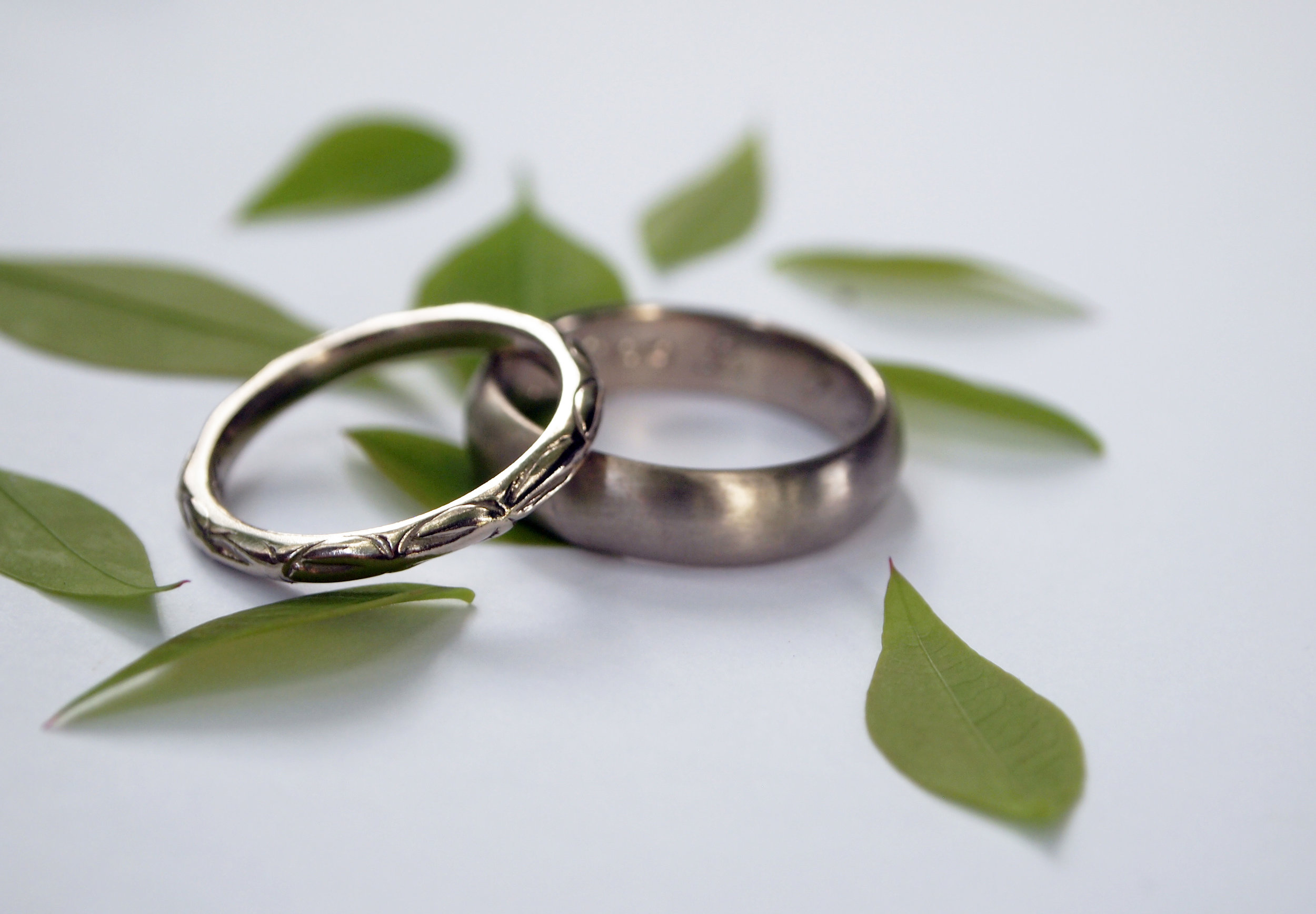 Leaves_palladiumwhitegold_weddingrings.jpg