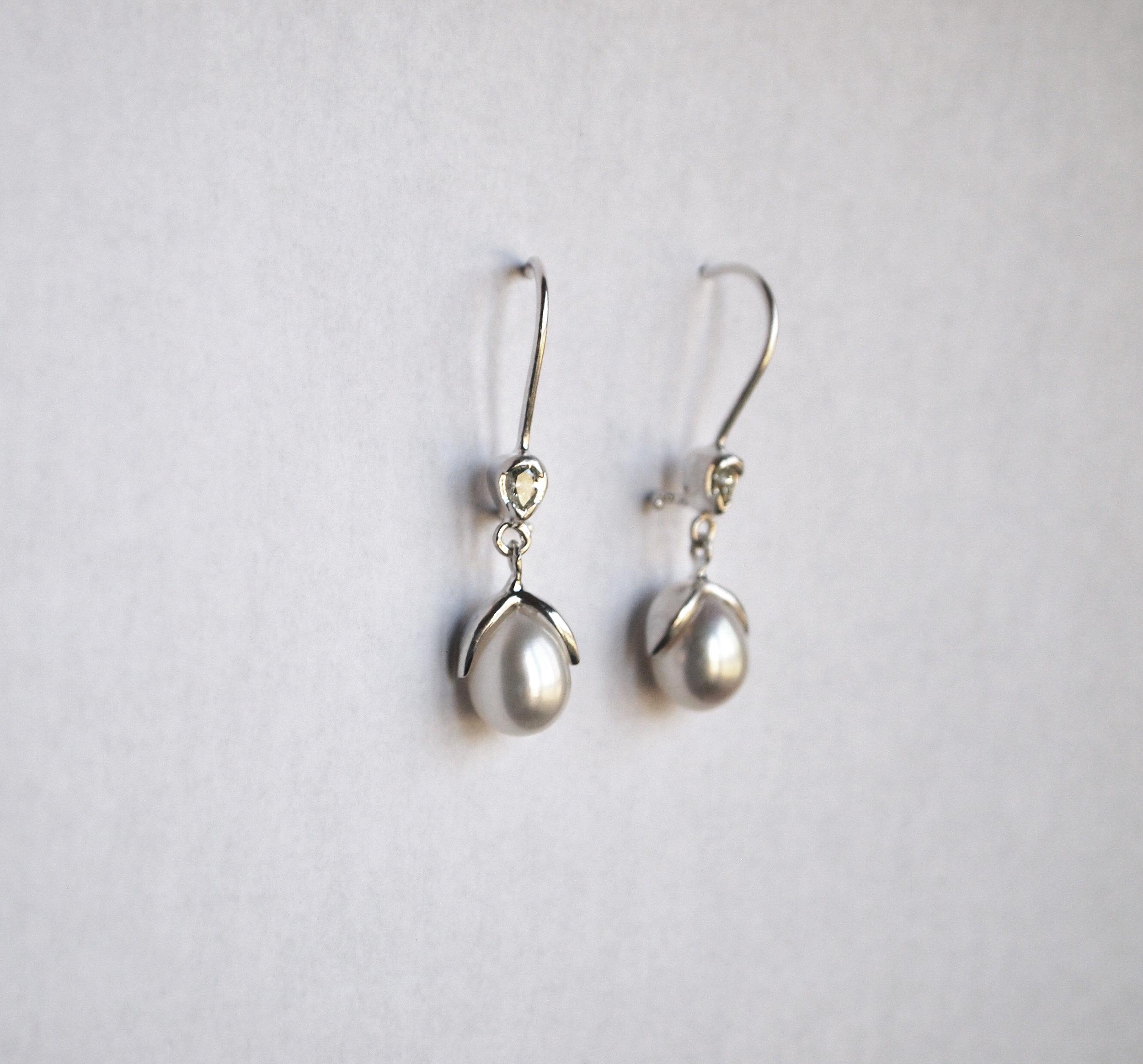 megbyhand_earrings_pearl_diamond_custom.jpg