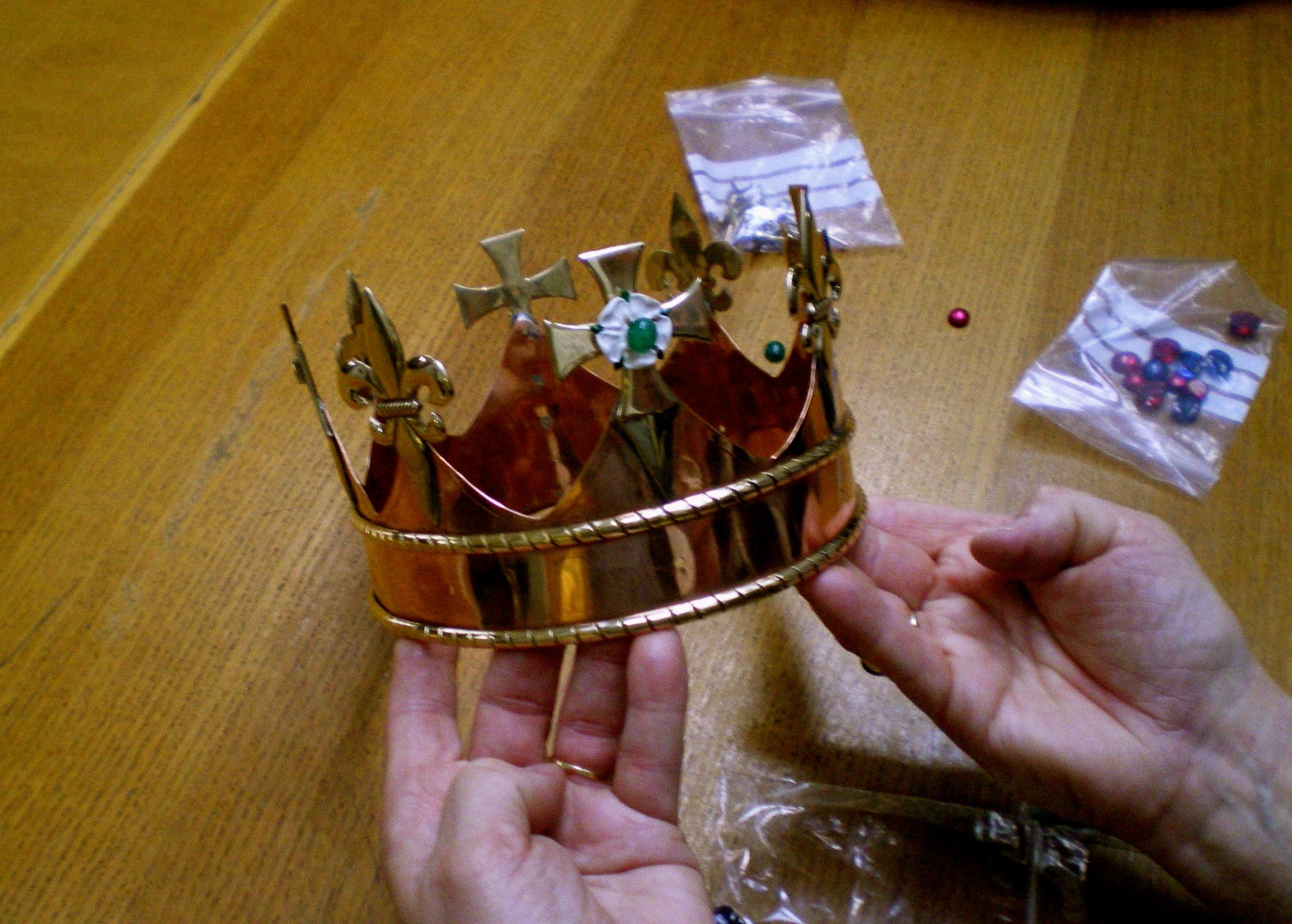 The crown with the emeralds