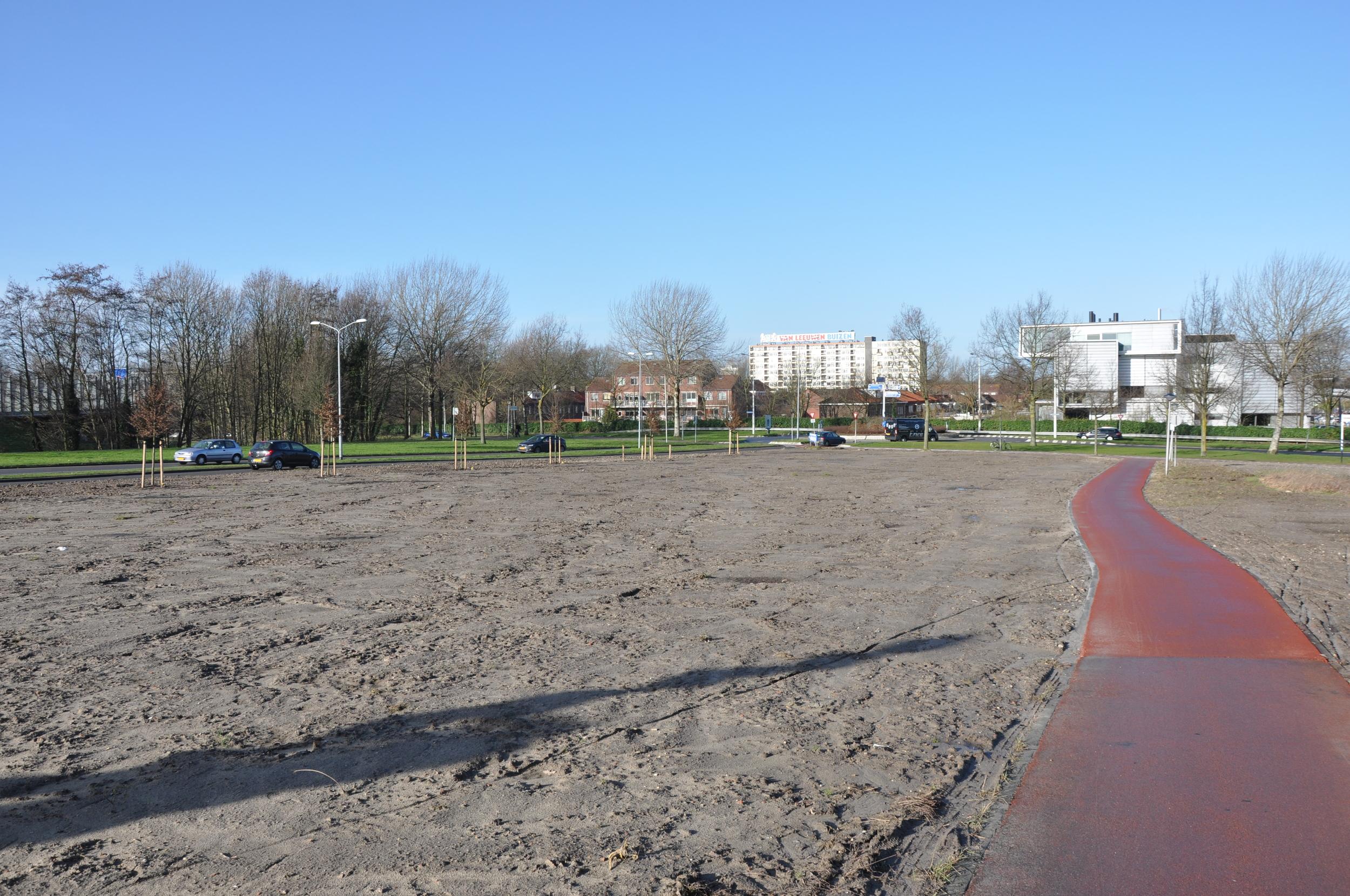 Locatie voormalig Essostation aan de Brugweg, braakliggend.
