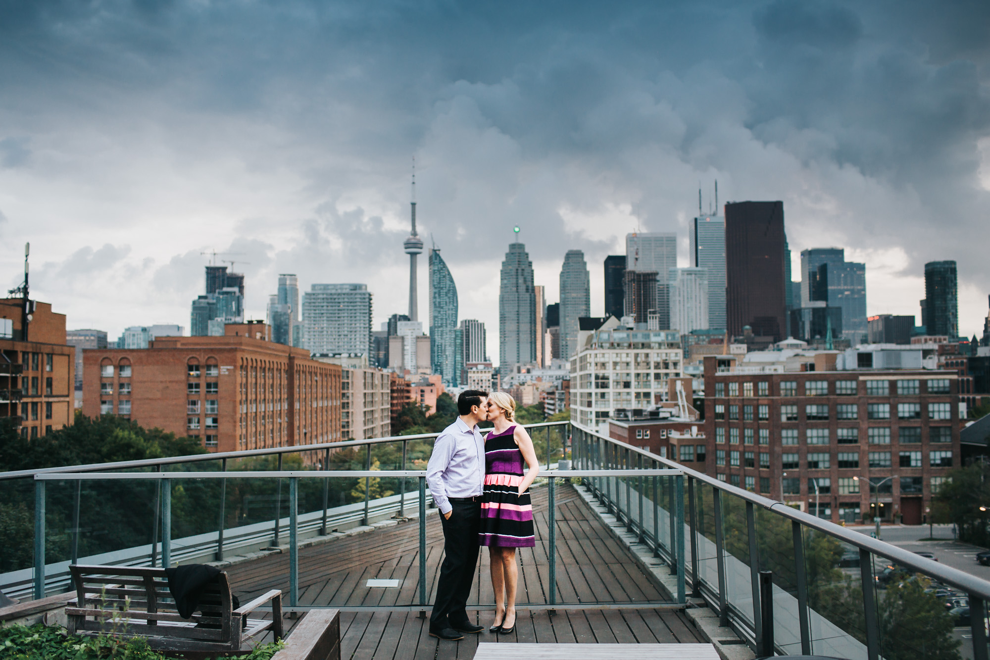 toronto-skyline-engagement-session