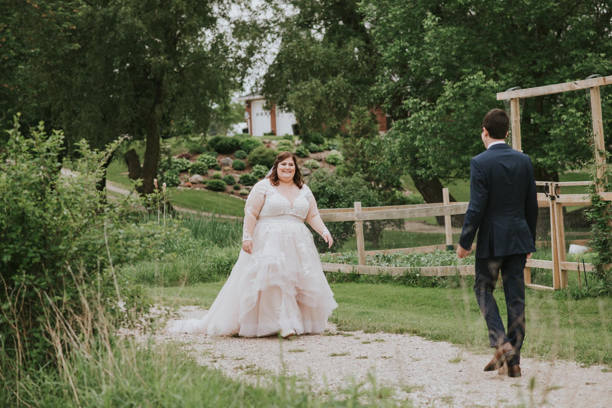 Summer-Farm-Backyard-Wedding-Portraits-16.jpg