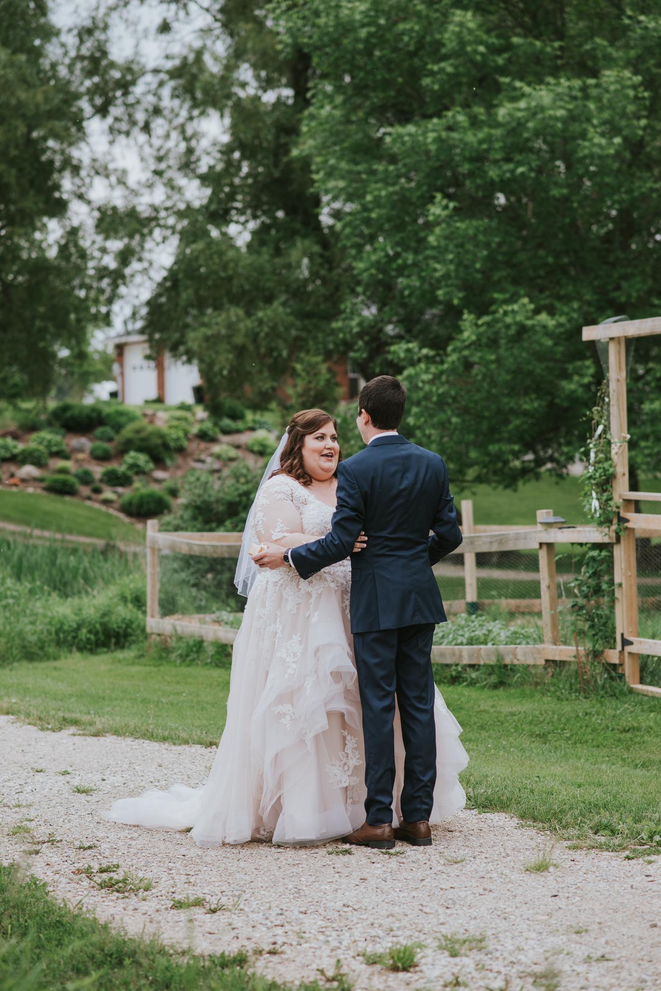 Summer-Farm-Backyard-Wedding-Portraits-18.jpg