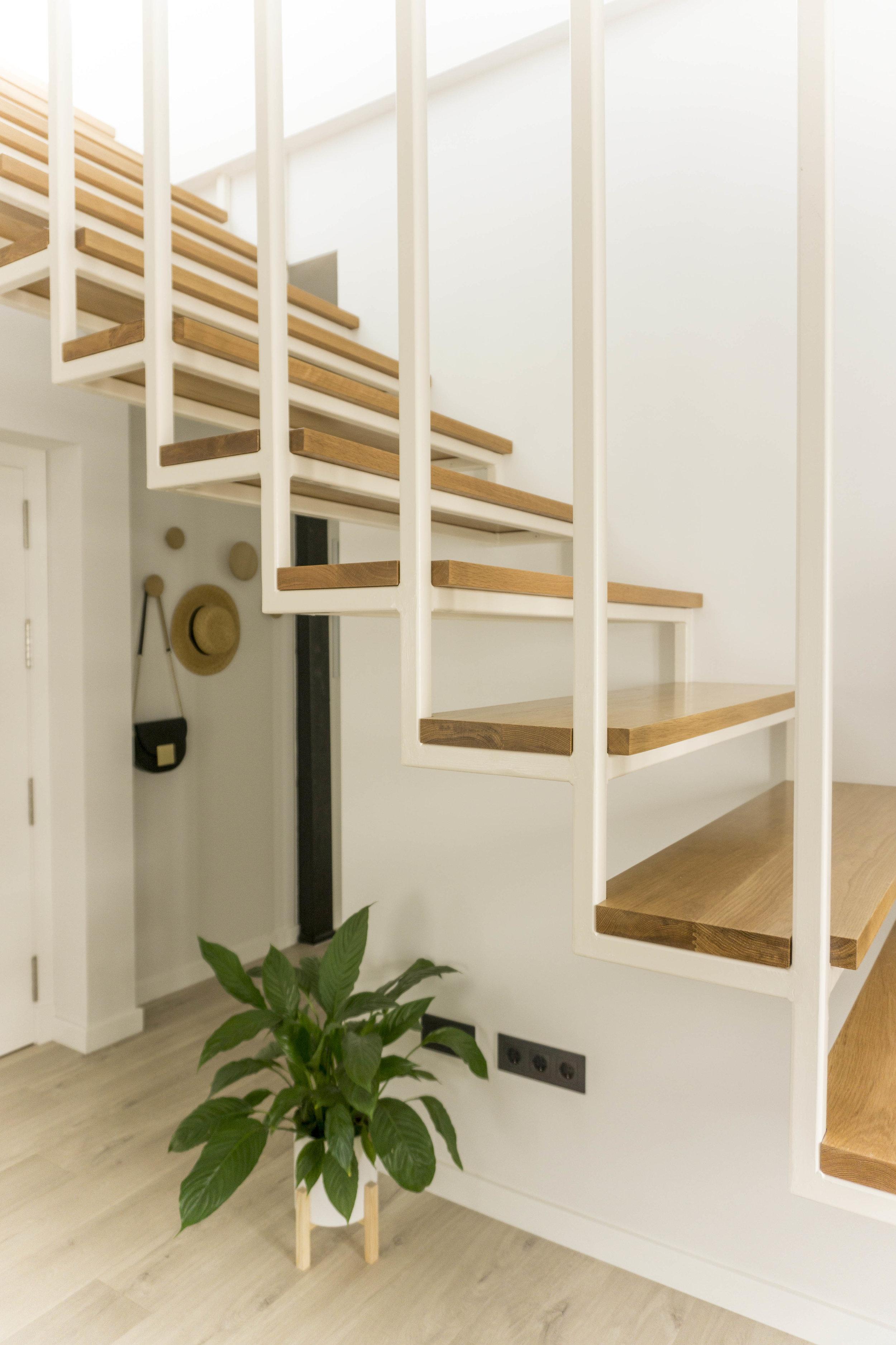 emmme studio AD escalera entrada el hogar de Laura y Pedro.jpg