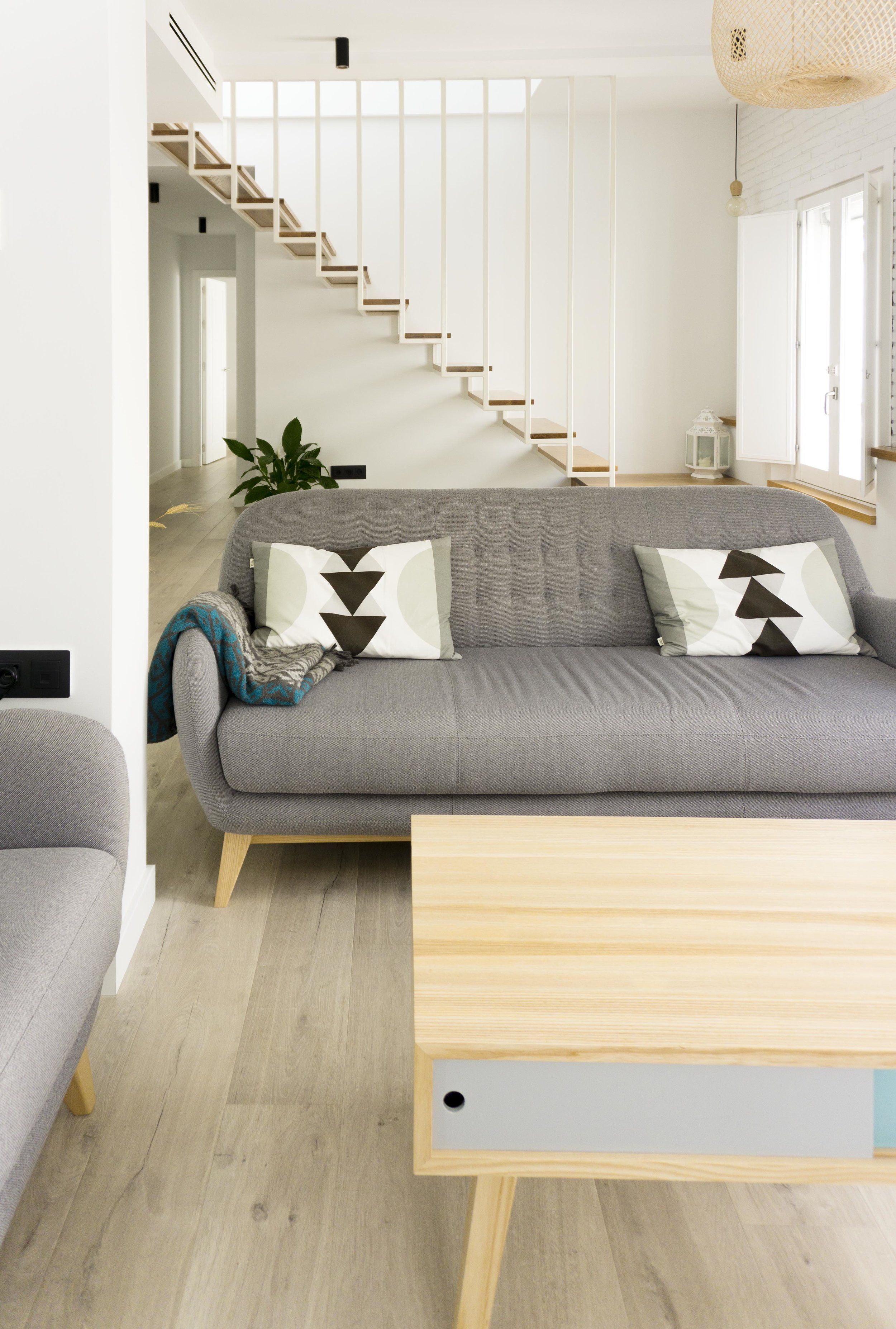 emmme studio AD salon sofa el hogar de Laura y Pedro.jpg