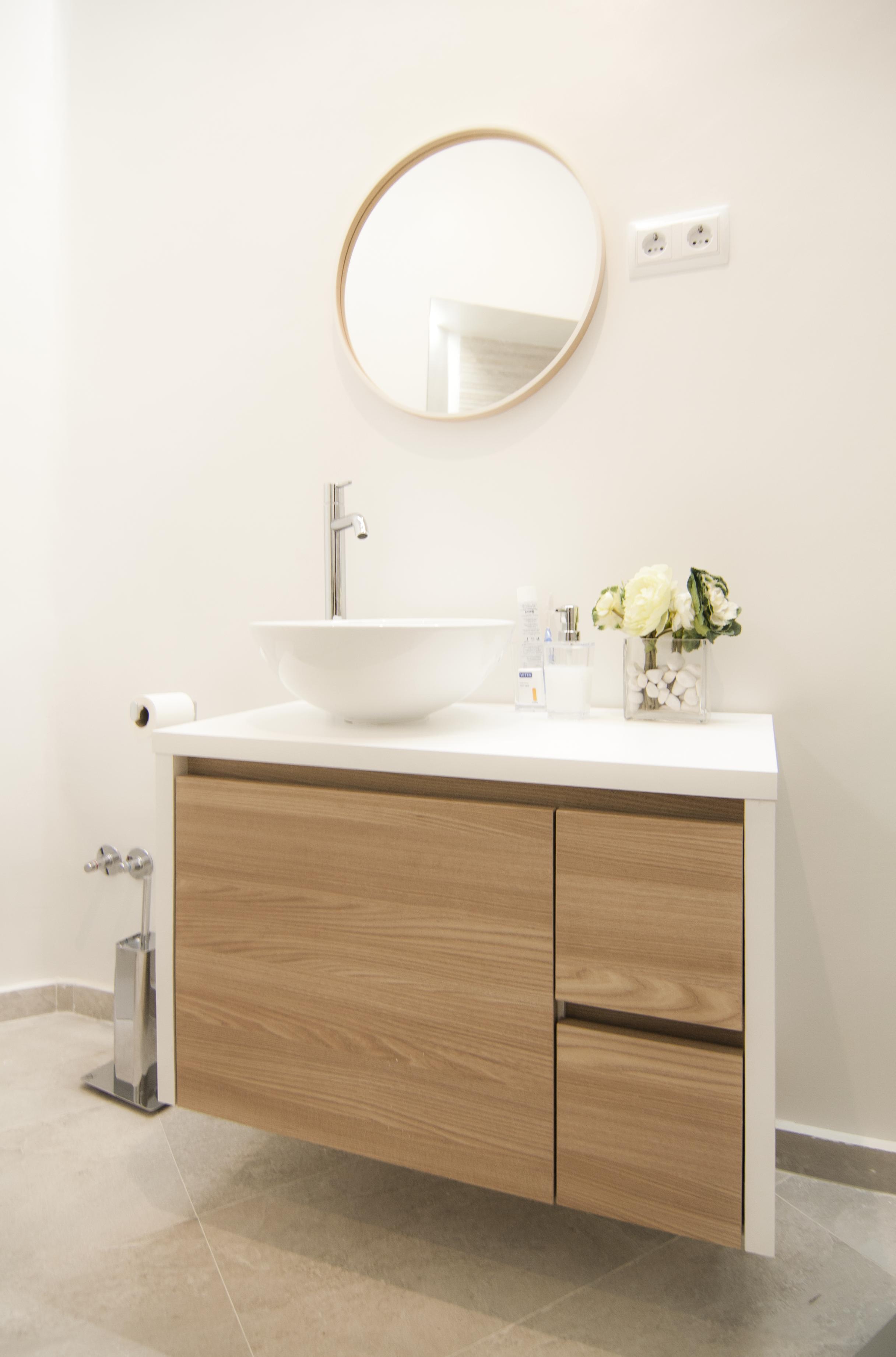 emmme studio_el nuevo baño de m y lola - mueble lavabo espejo.png