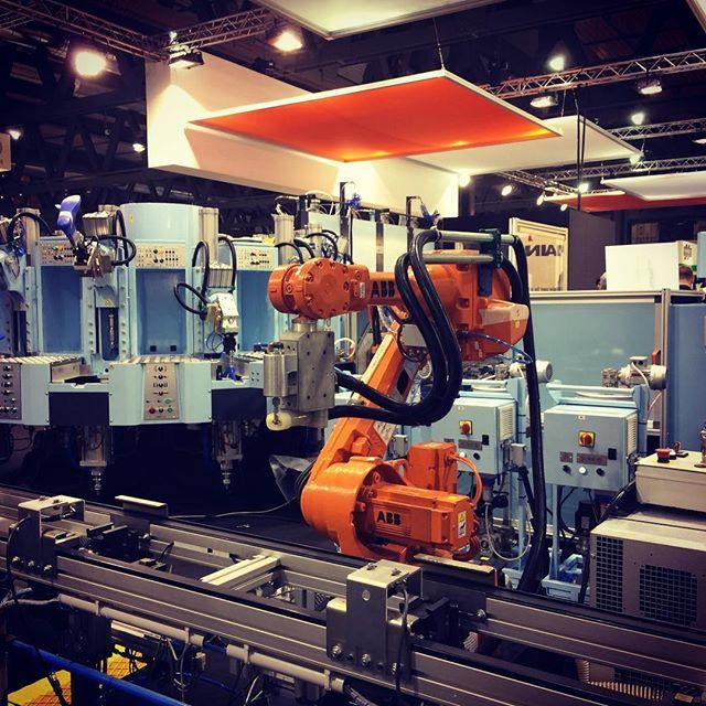 Industry 4.0 Robotic Workstation #automationworld @abbgroup #simacmilano