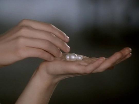 bodegathirteen_mondaymood_images_hands_pearls
