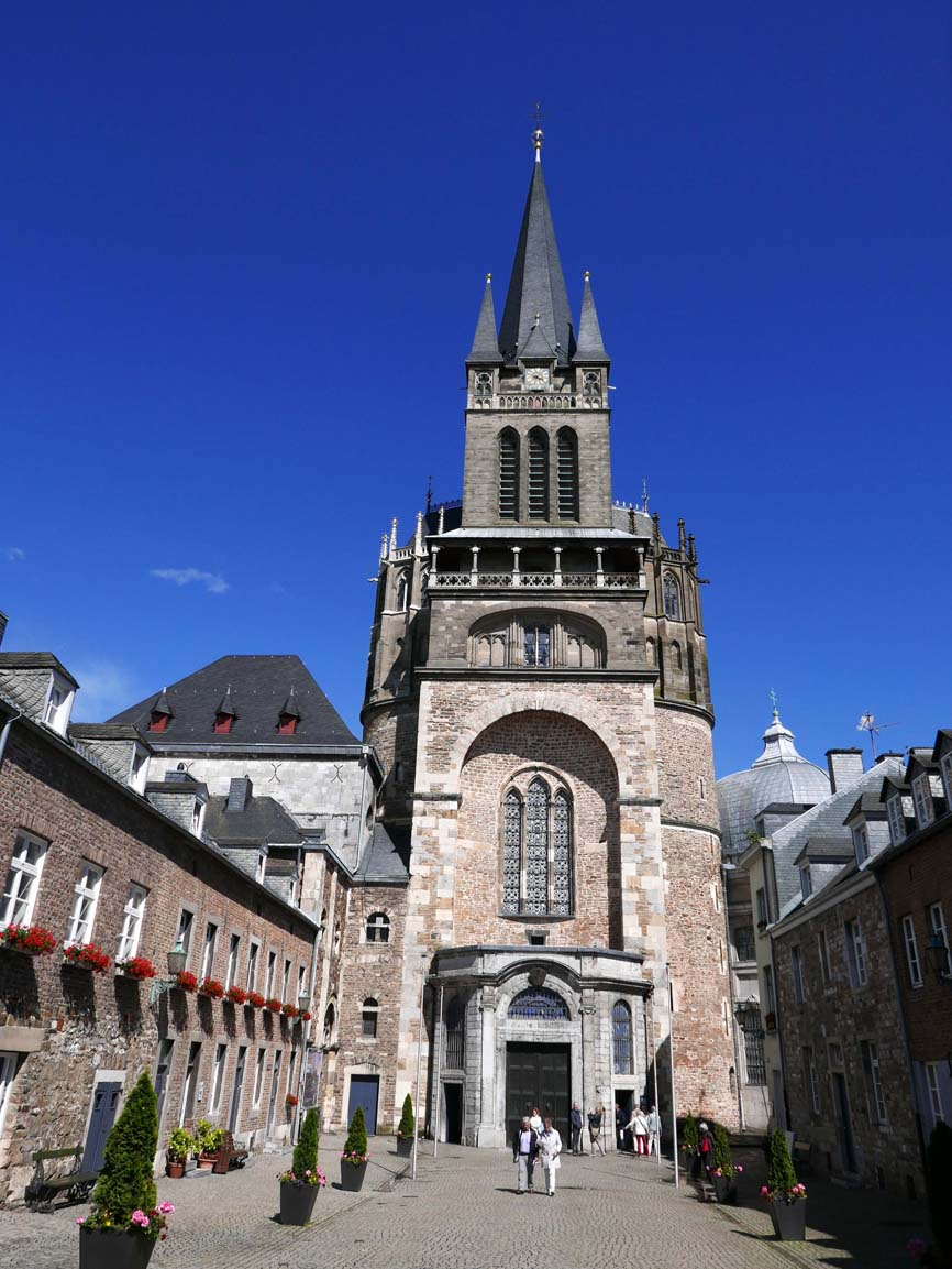 The Aachener Dom (came out of the treasury and it was sunny)