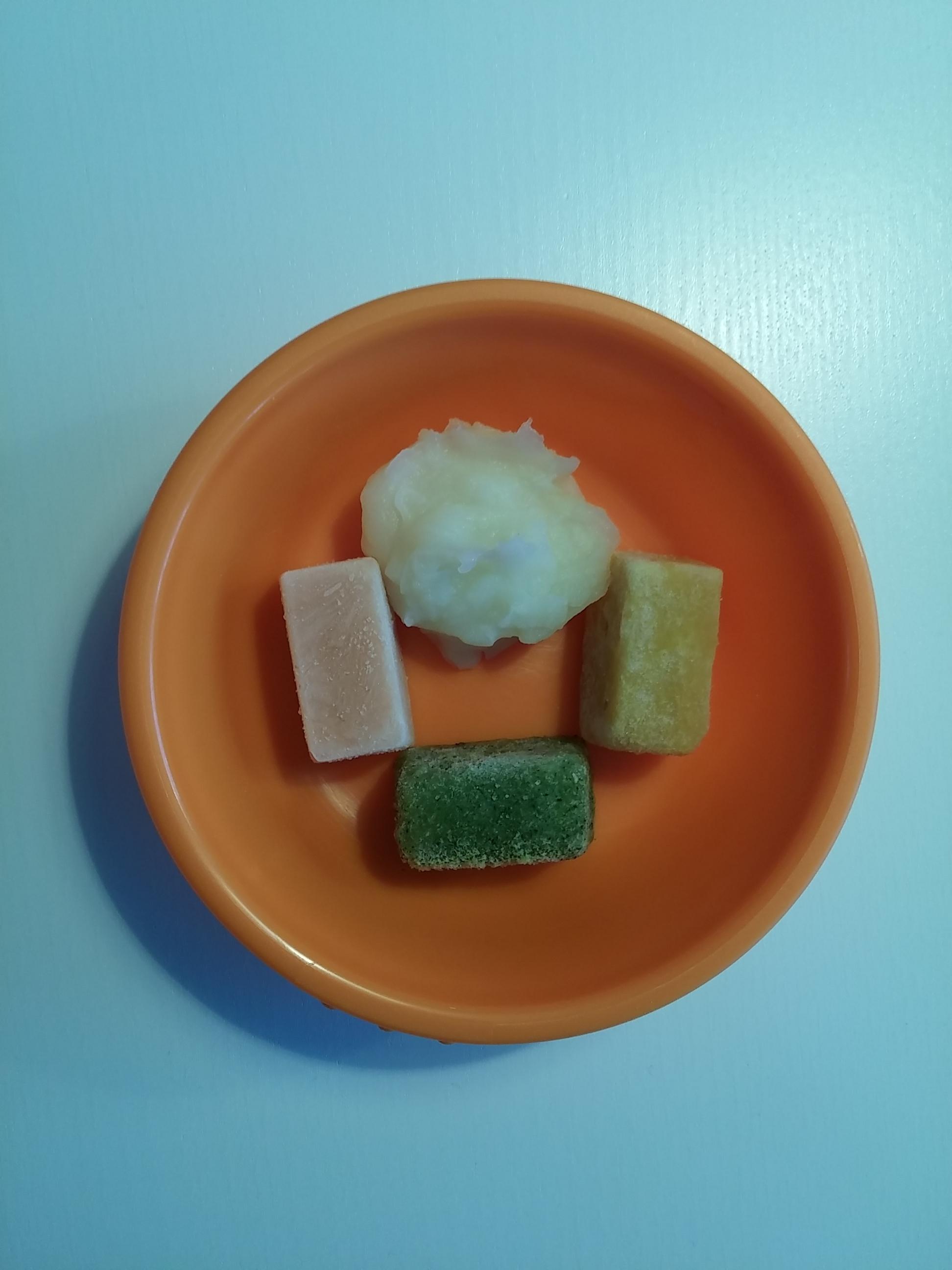 Salmon, green beans, sweetcorn and mashed potato