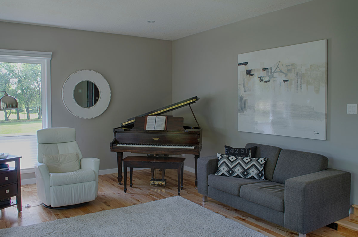 <p><strong></strong>Days Design Custom - Wall colour Benjamin Moore OC-28 Collingwood