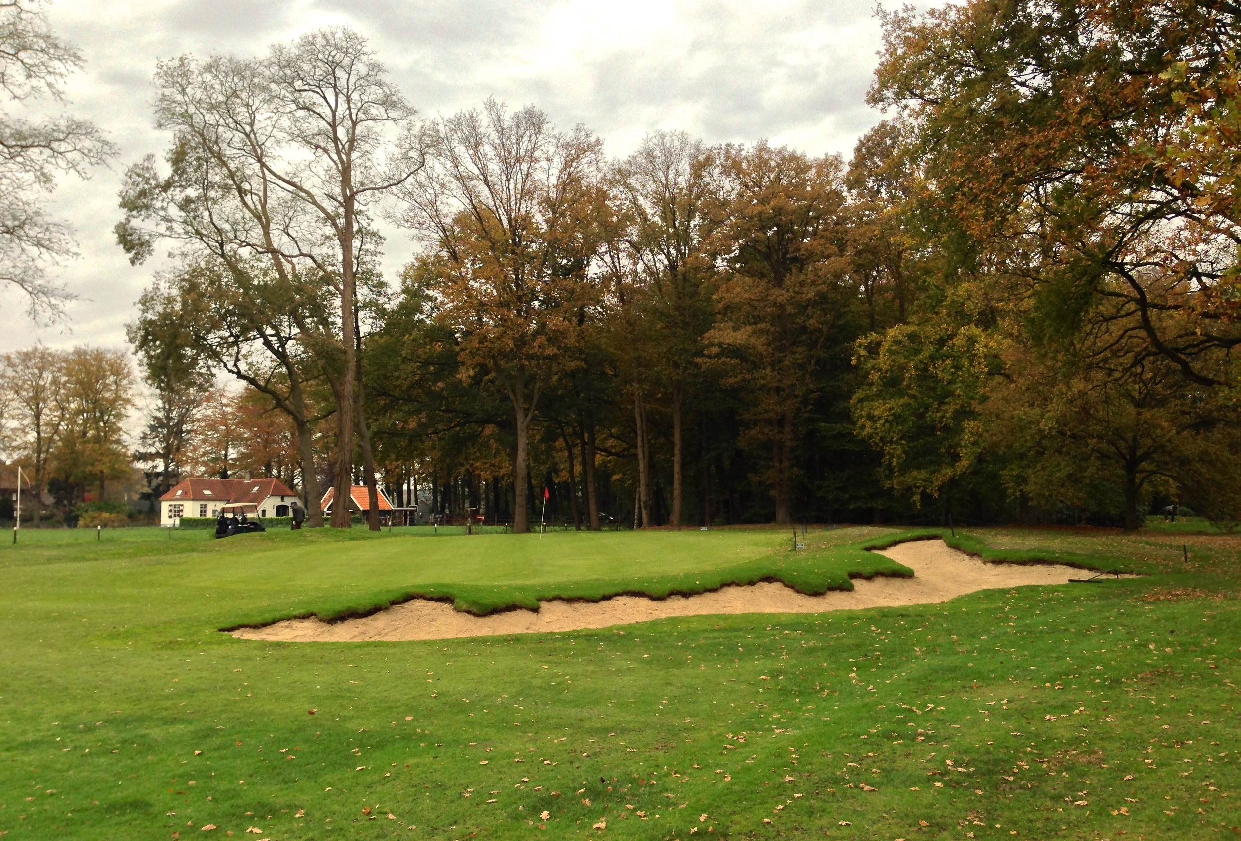A closer view of the new bunker at the 6th.  Note in both images that an effort was made to make the left side mound irregular and naturally shaped as opposed to a more spherical mound.