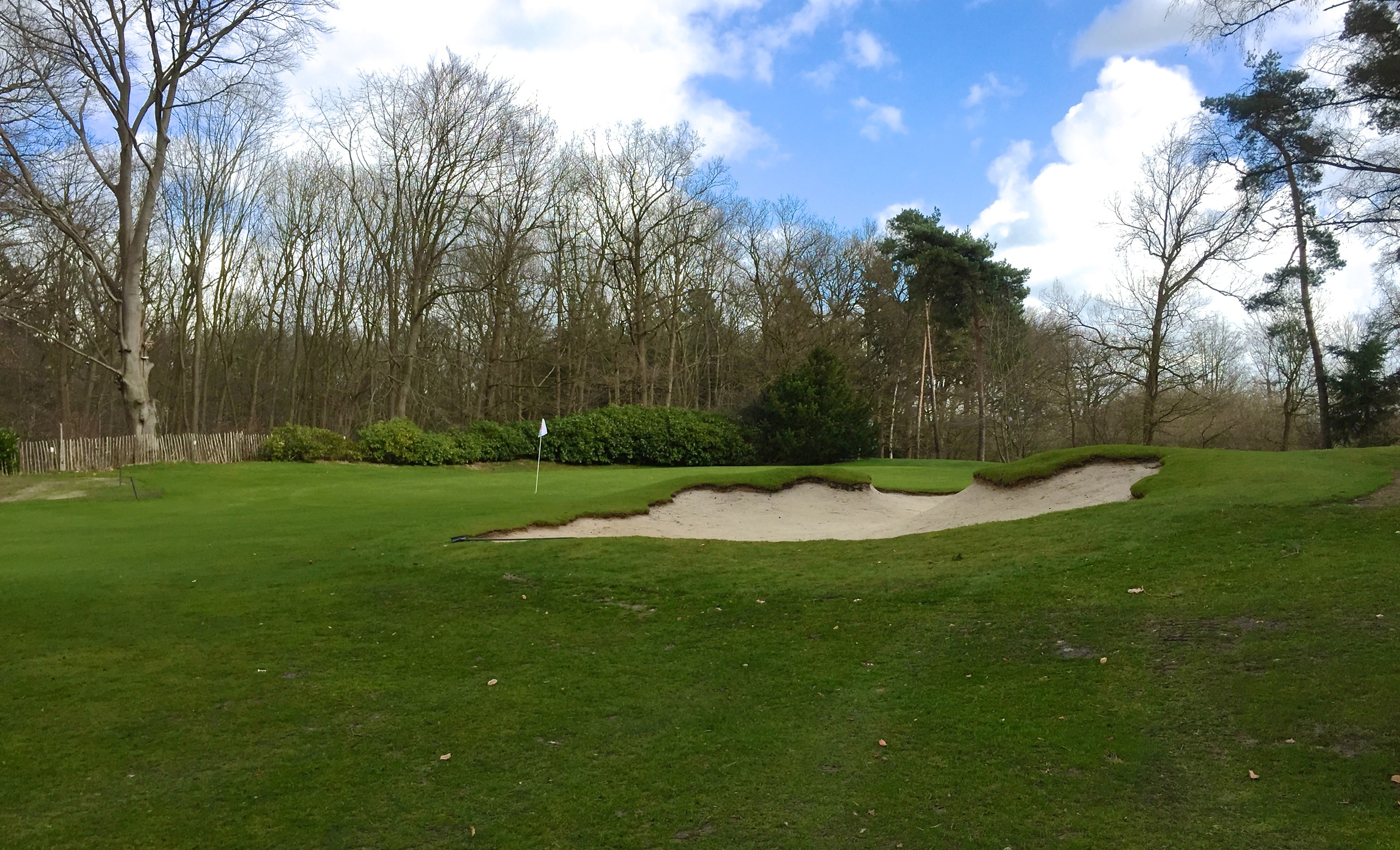 The 10th hole bunker up close.