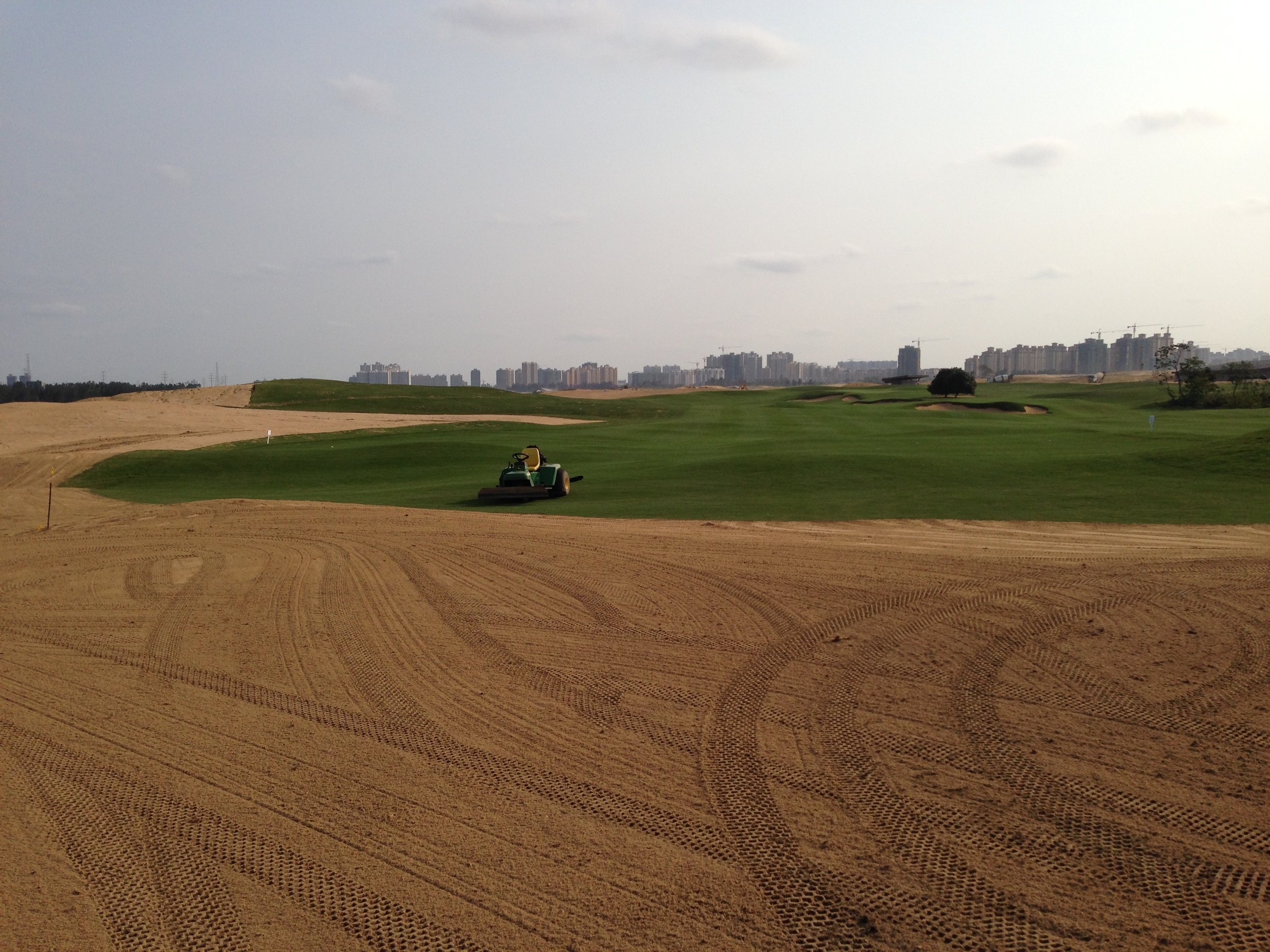 """Free flowing tee boxes were part of the design; creating these """"tees that don't look like tees"""" is a fun but rewarding challenge when properly executed."""