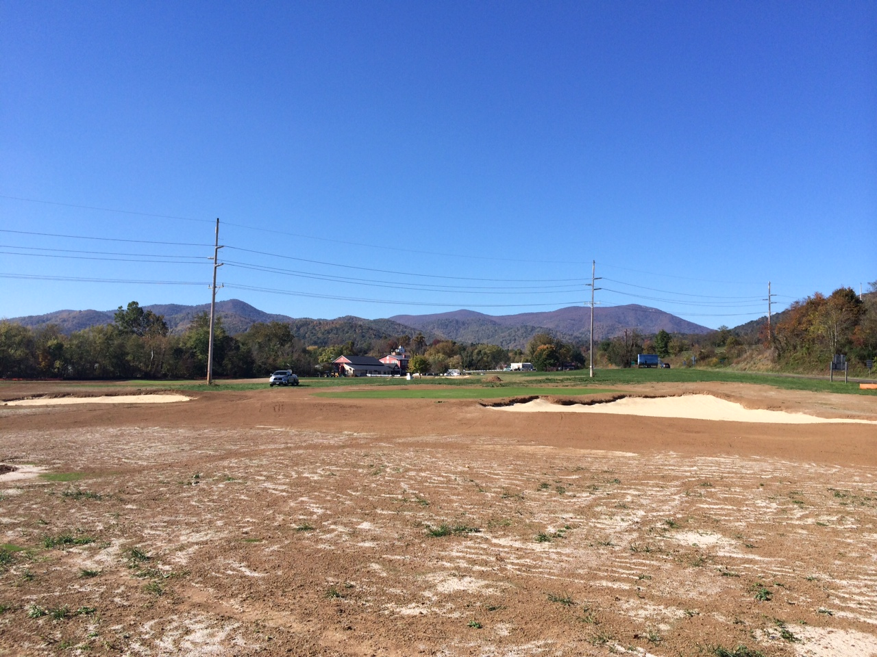 Hole 8 of the Schoolhouse Nine during grow-in. (Image: Mike McCartin)