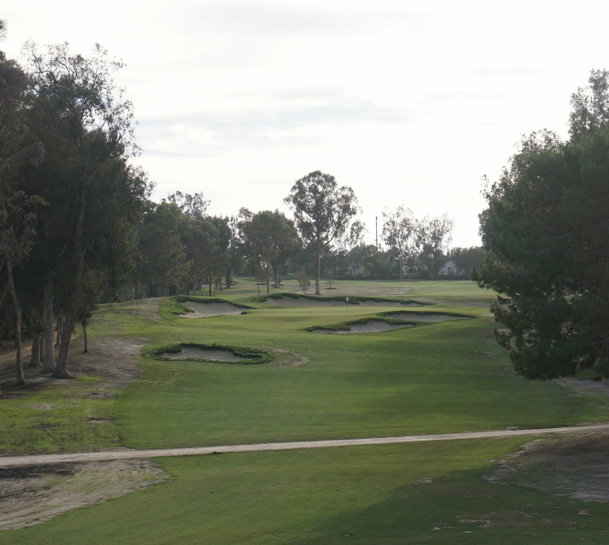 Bunkering on the short 6th hole at Santa Ana