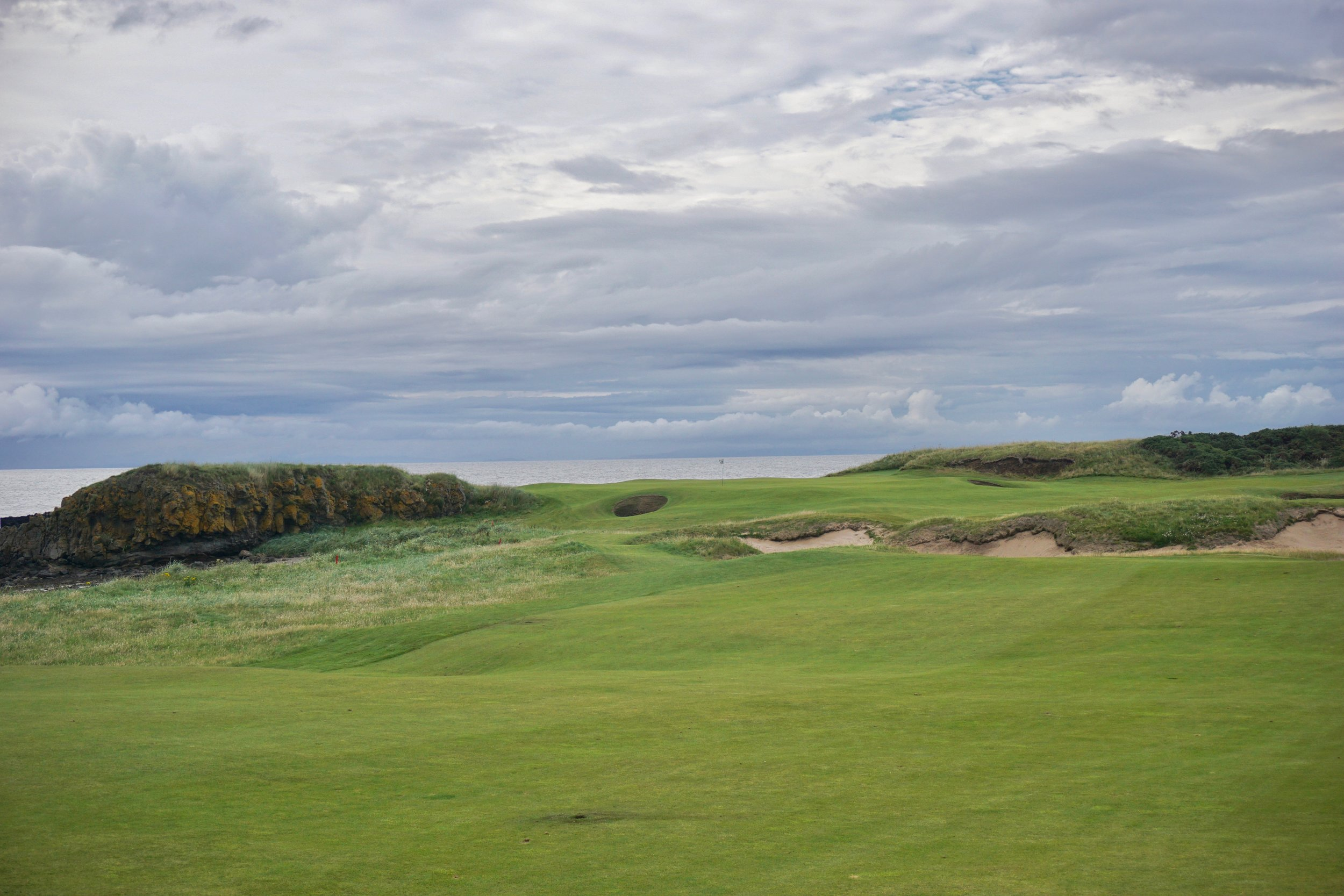 Turnberry was often criticized for the course not matching the dramatic setting, but after the renovation work by Mackenzie and Ebert, the 10th hole is certainly worthy.