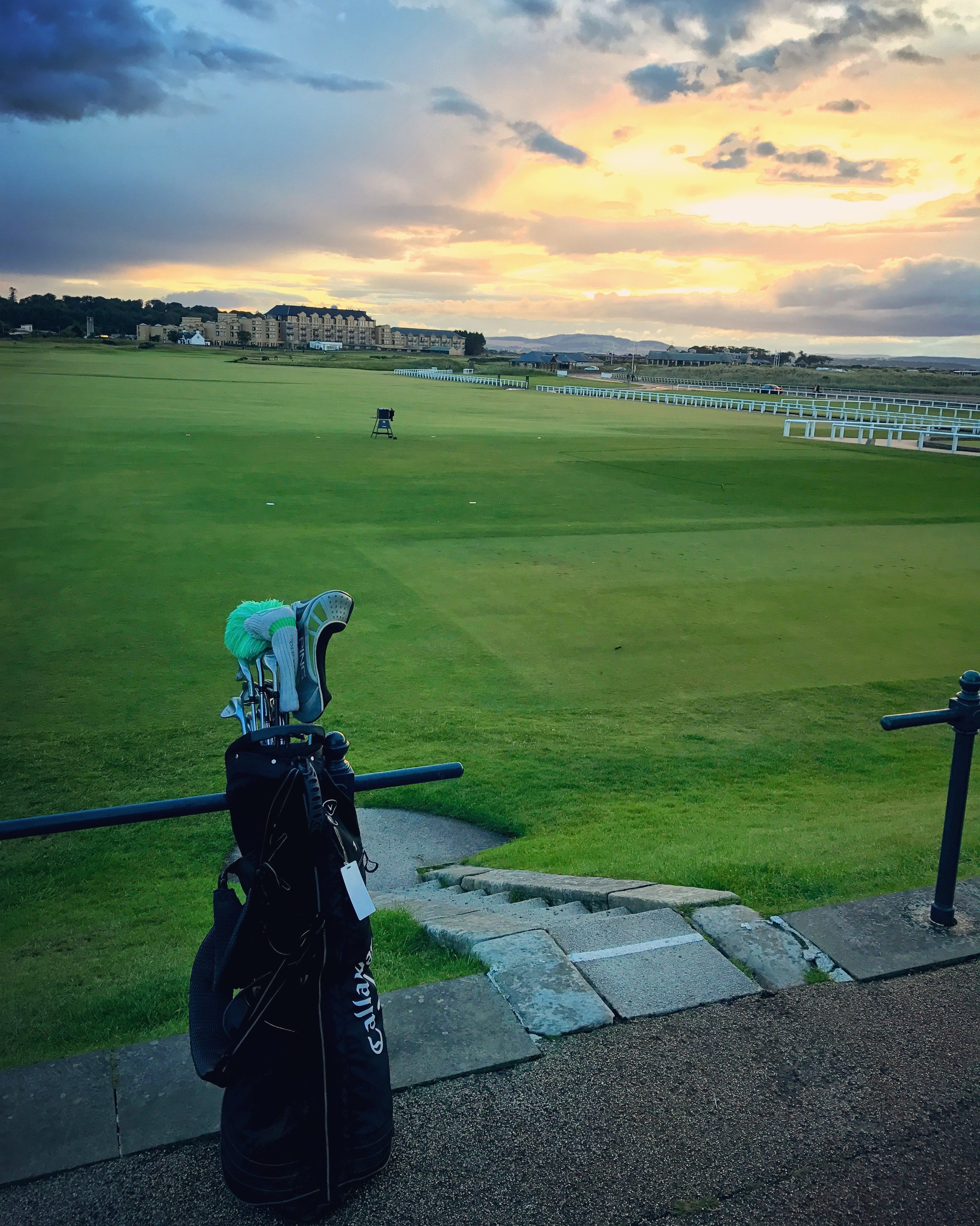 hochstein-design-best-of-2017-part-3-st-andrews-old-course-playing-bag-steps.jpg