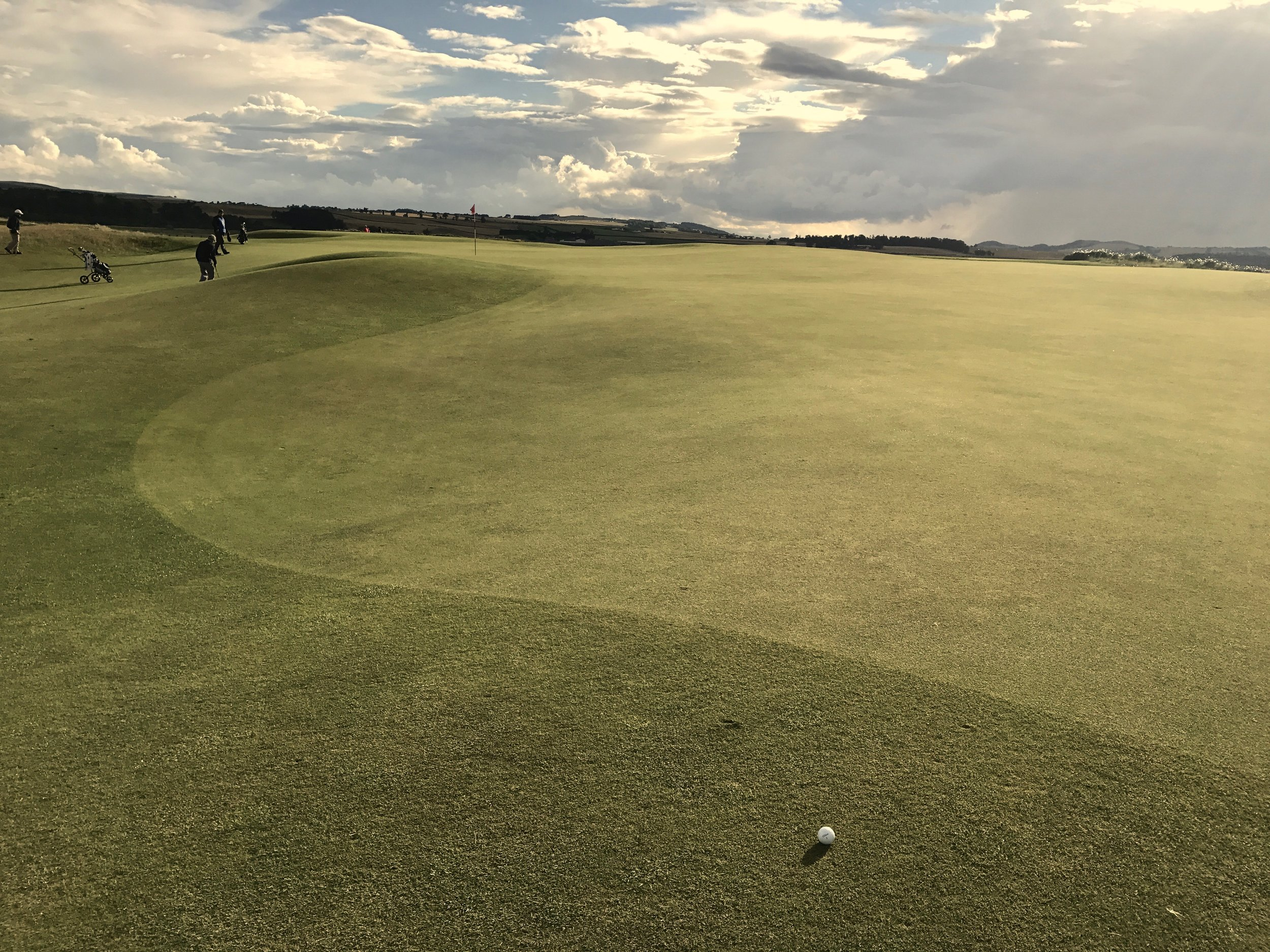 hochstein-design-best-of-2017-part-3-st-andrews-old-course-playing-eden-putt.jpg