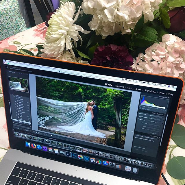 I have a beautiful backdrop for editing my day-after blog post from yesterday's wedding 💐 I love how close we get with our couples ❤️ It's not the first time we've gone home with the gift of a centerpiece!...I will say, it helps when you show them 50 photos of how gorgeous they looked that day during a Reception slideshow 😉😍 @rachelannesphoto