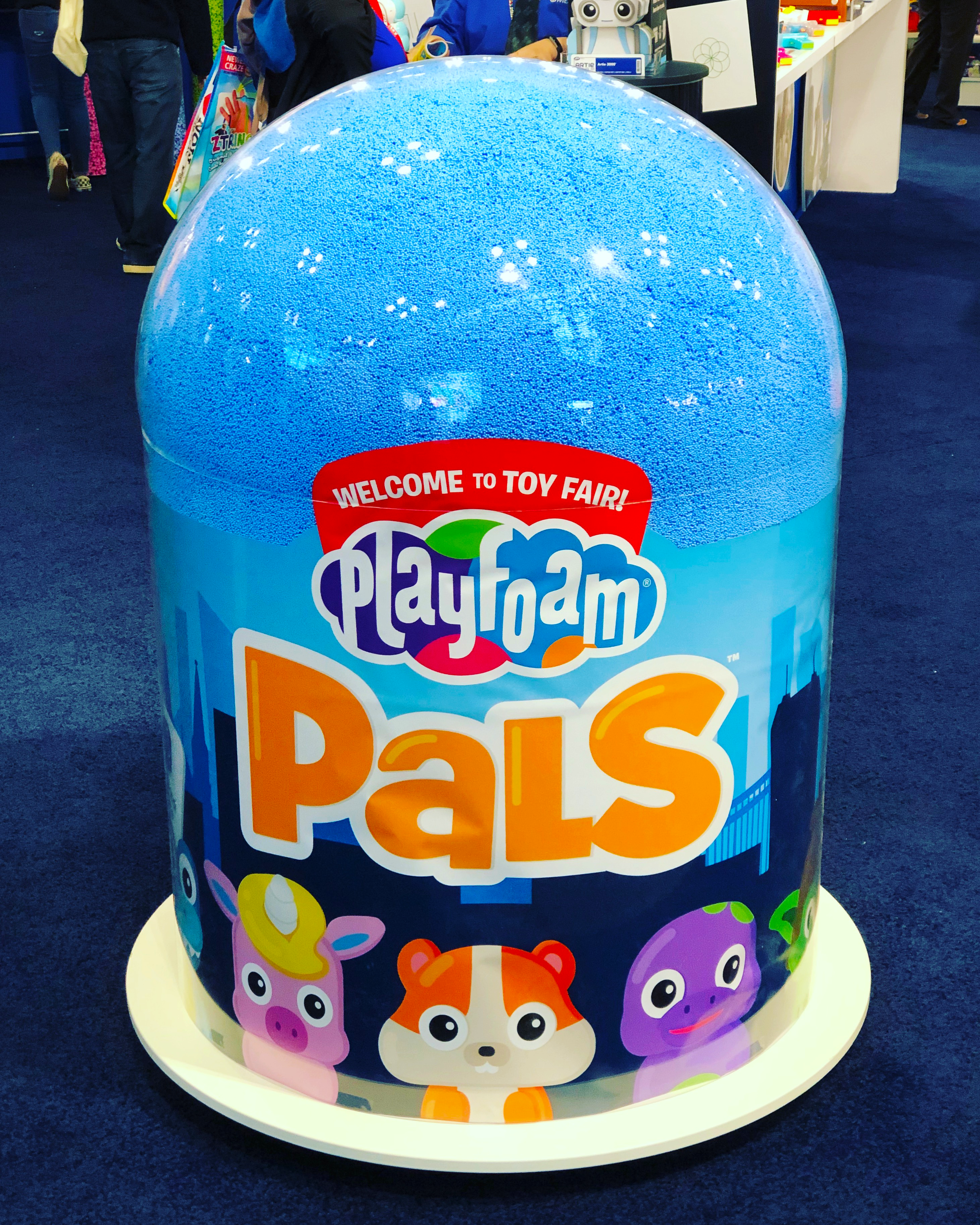 Playfoam Pals Giant Dome Display