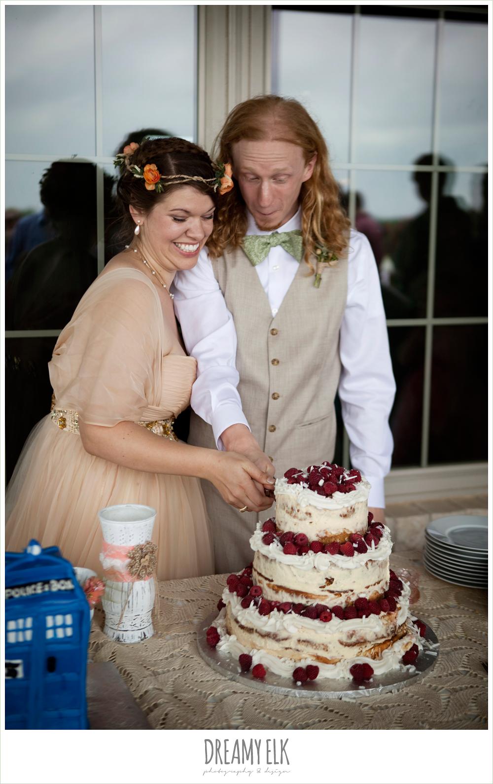 bride and groom cutting cake, raspberry cheesecake