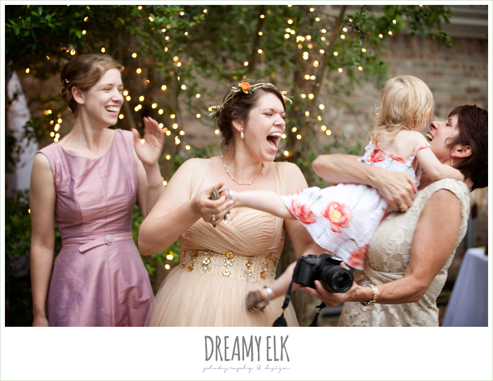 bride with sister, mom, and daughter, funny