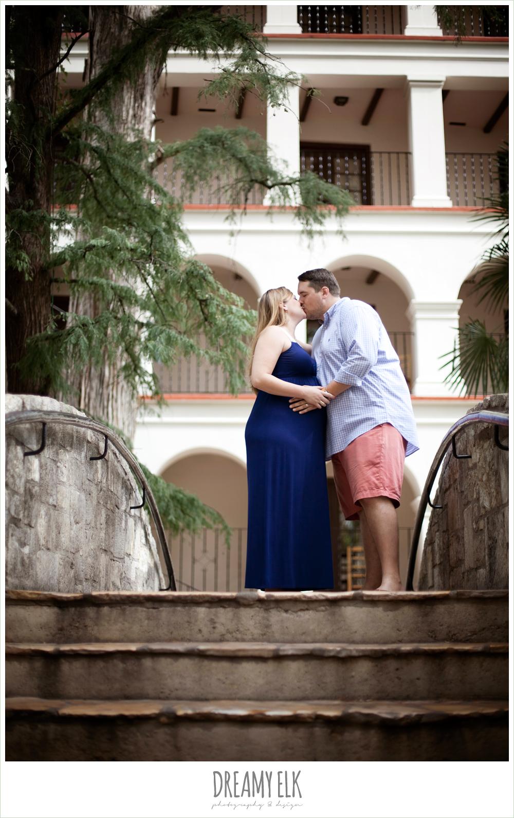 san antonio riverwalk, maternity photo