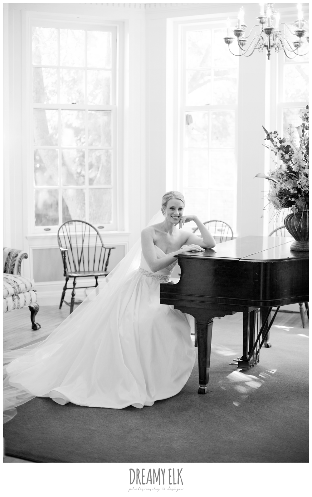 bride sitting at grand piano, indoor bridal photo, dreamy elk photography and design